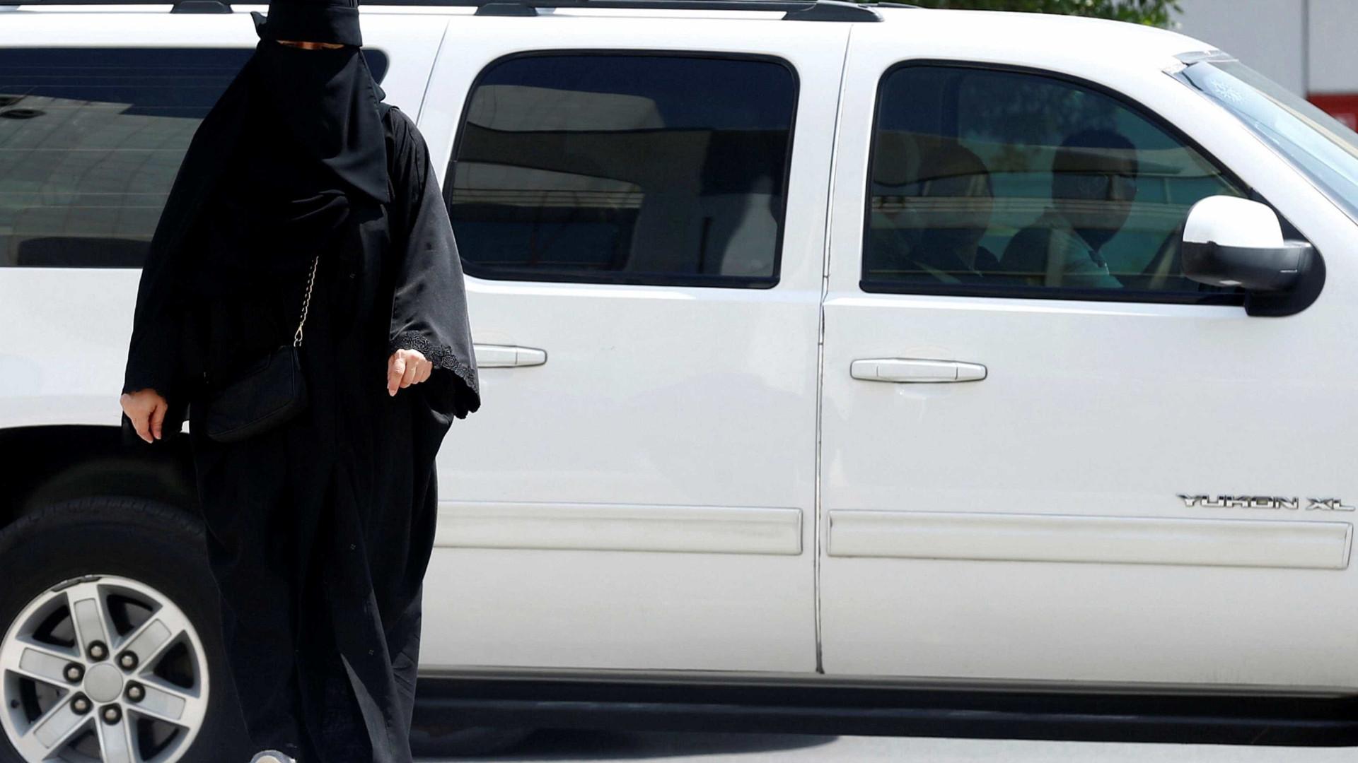 Pela primeira vez, mulheres sauditas entraram num estádio de futebol