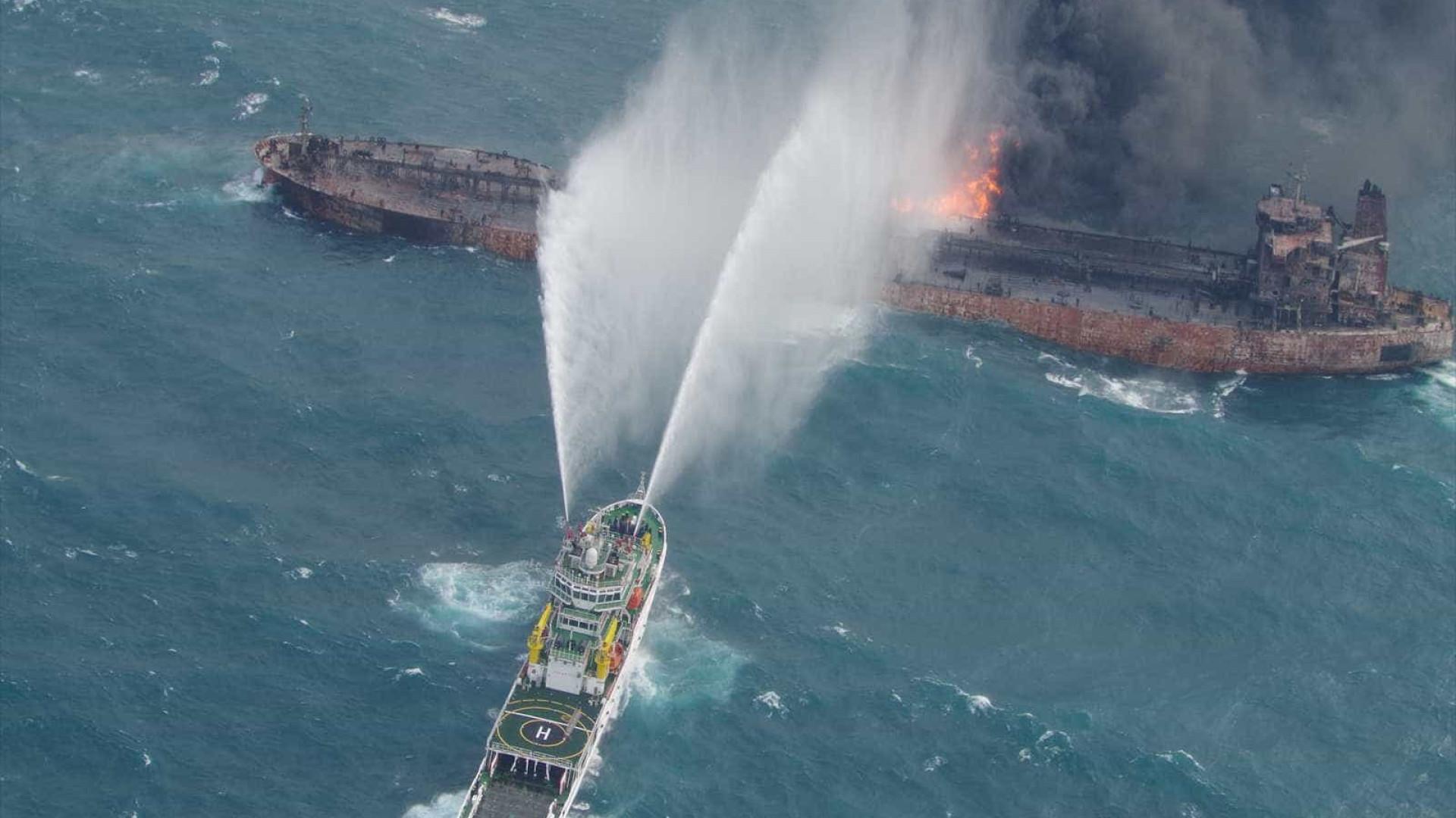 China recupera dois corpos e a caixa preta de petroleiro iraniano