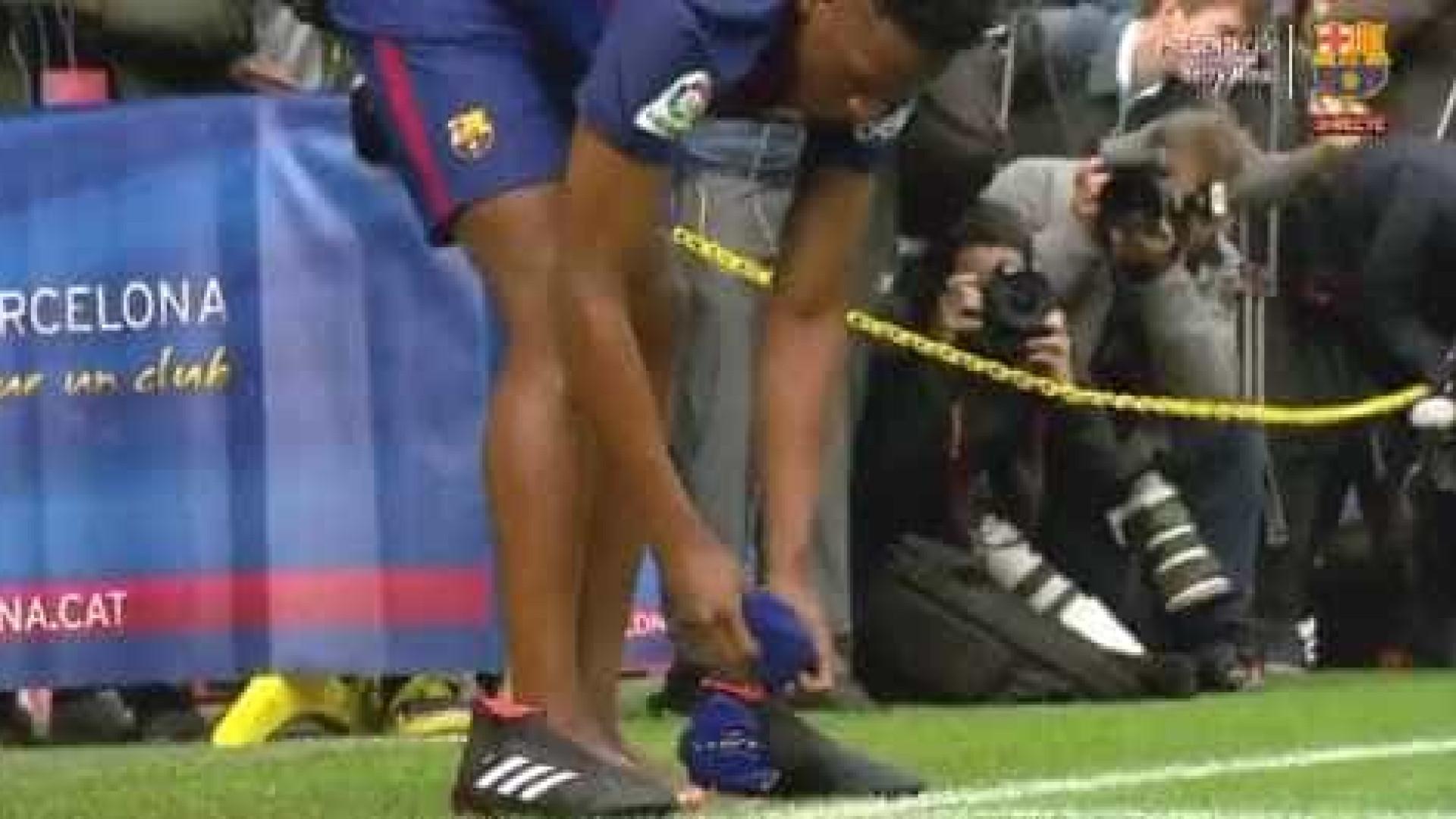 Yerry Mina surpreendeu tudo e todos: Descalçou-se para pisar Camp Nou