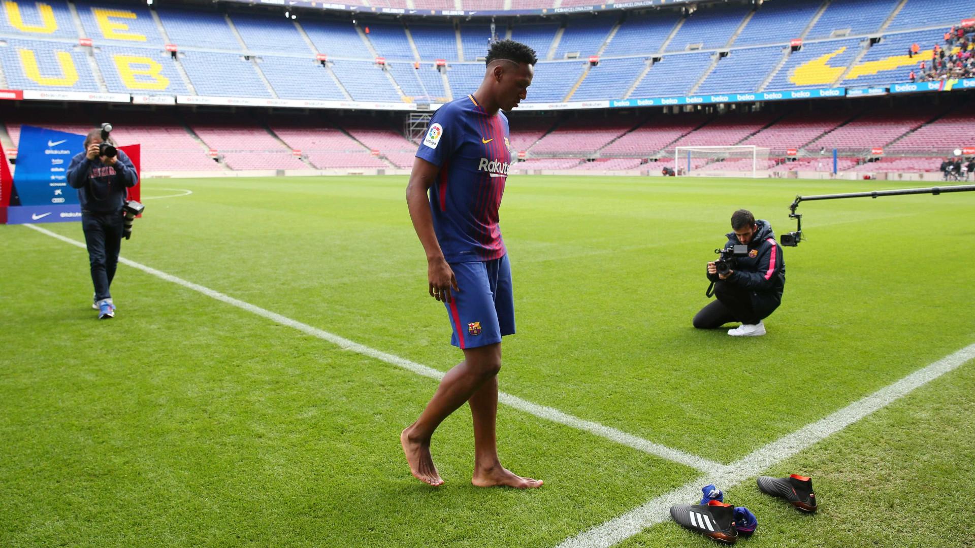 A curiosa explicação para Mina ter entrado descalço em Camp Nou