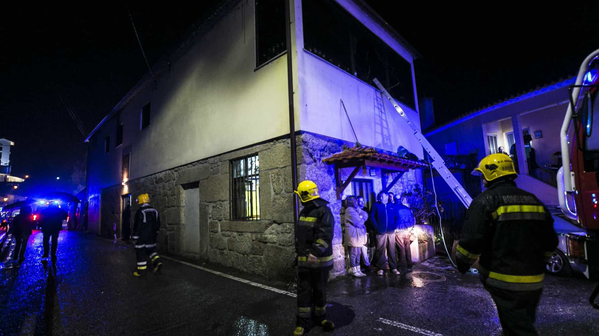 """Jovem vítima do incêndio de Tondela evolui """"muito favoravelmente"""""""