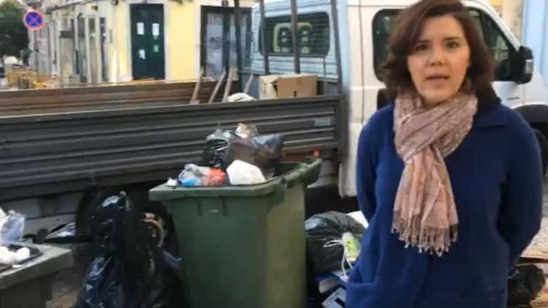 """Cristas começa a semana a mostrar lixo em Lisboa. """"Não é admissível"""""""