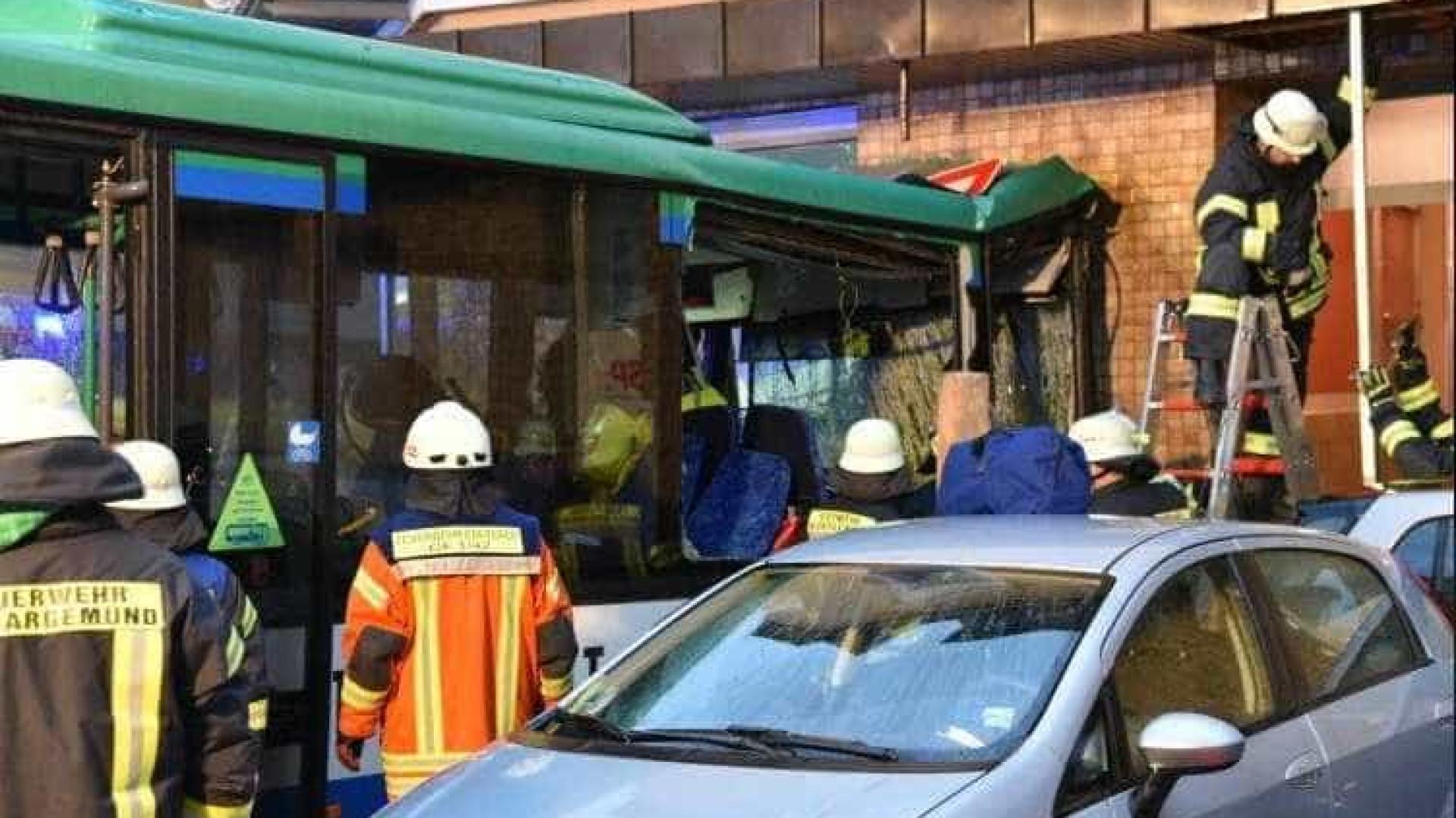 Mais de 40 crianças feridas em despiste de autocarro na Alemanha