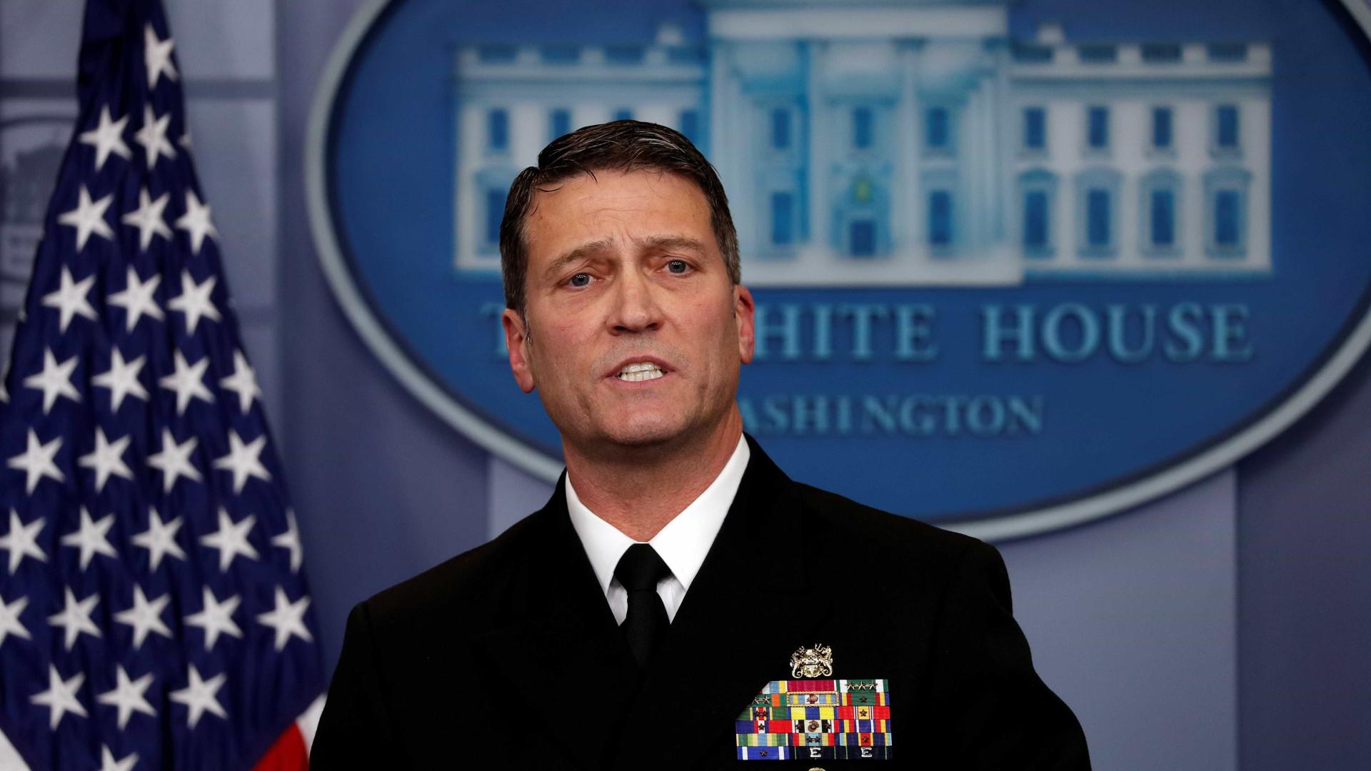 """Médico garante que Trump está bem de saúde. """"Ele tem genes incríveis"""""""
