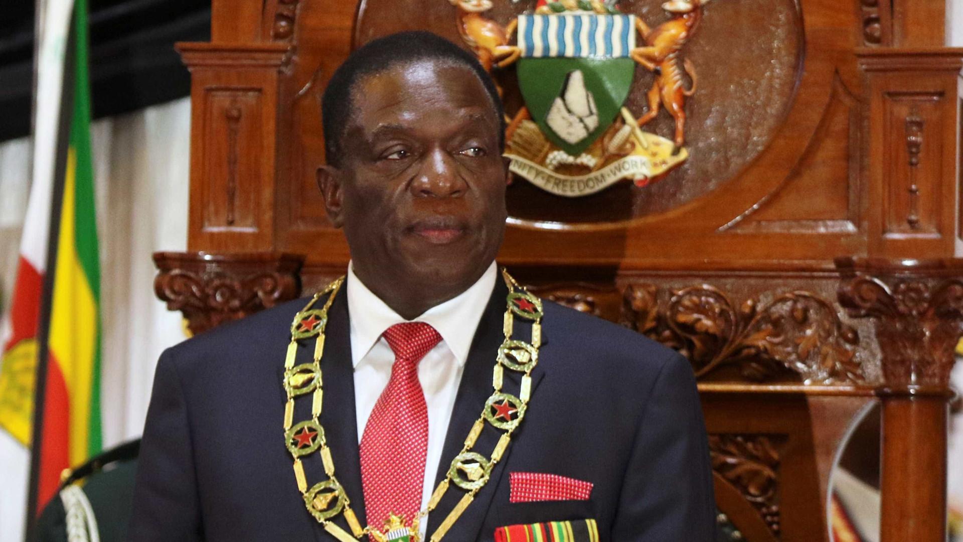 Presidente do Zimbábue anuncia eleições em 'quatro a cinco meses'