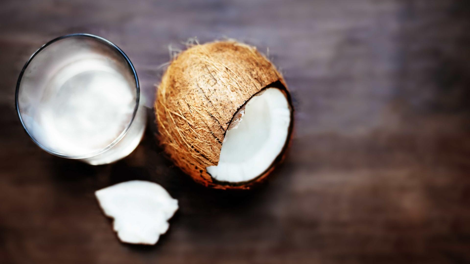 De desodorizante à limpeza do WC. Os vários usos do óleo de coco