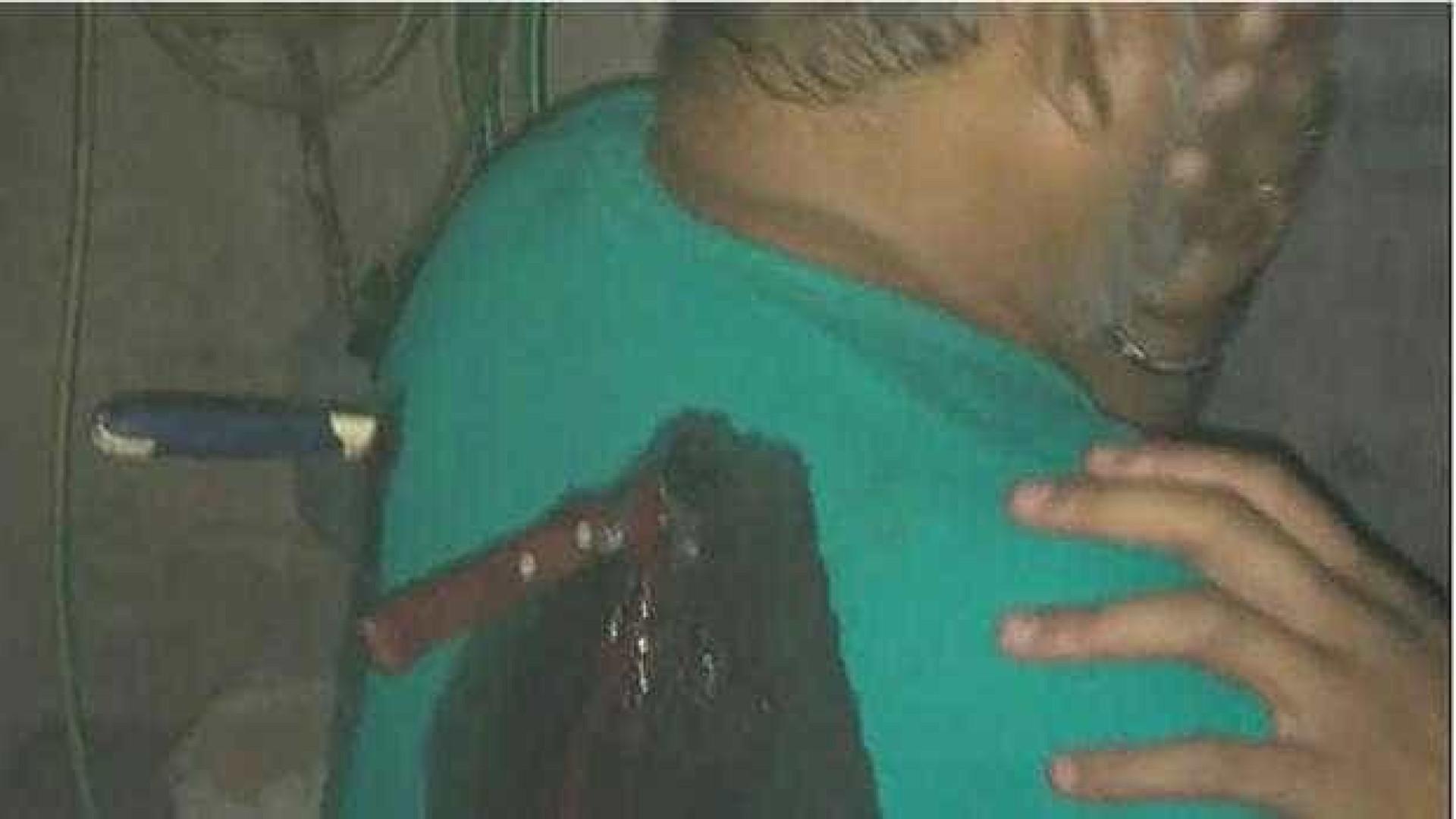 Menina de 12 anos apunhala namorado da mãe com duas facas