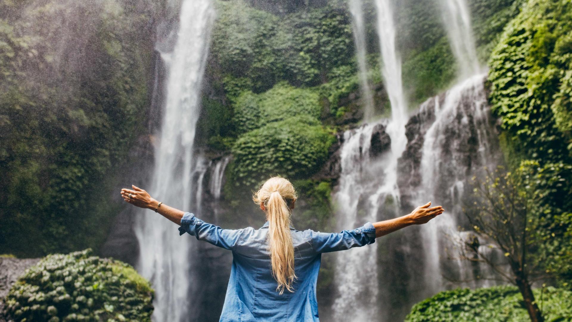 Estar rodeado pela natureza torna os adolescentes mais felizes