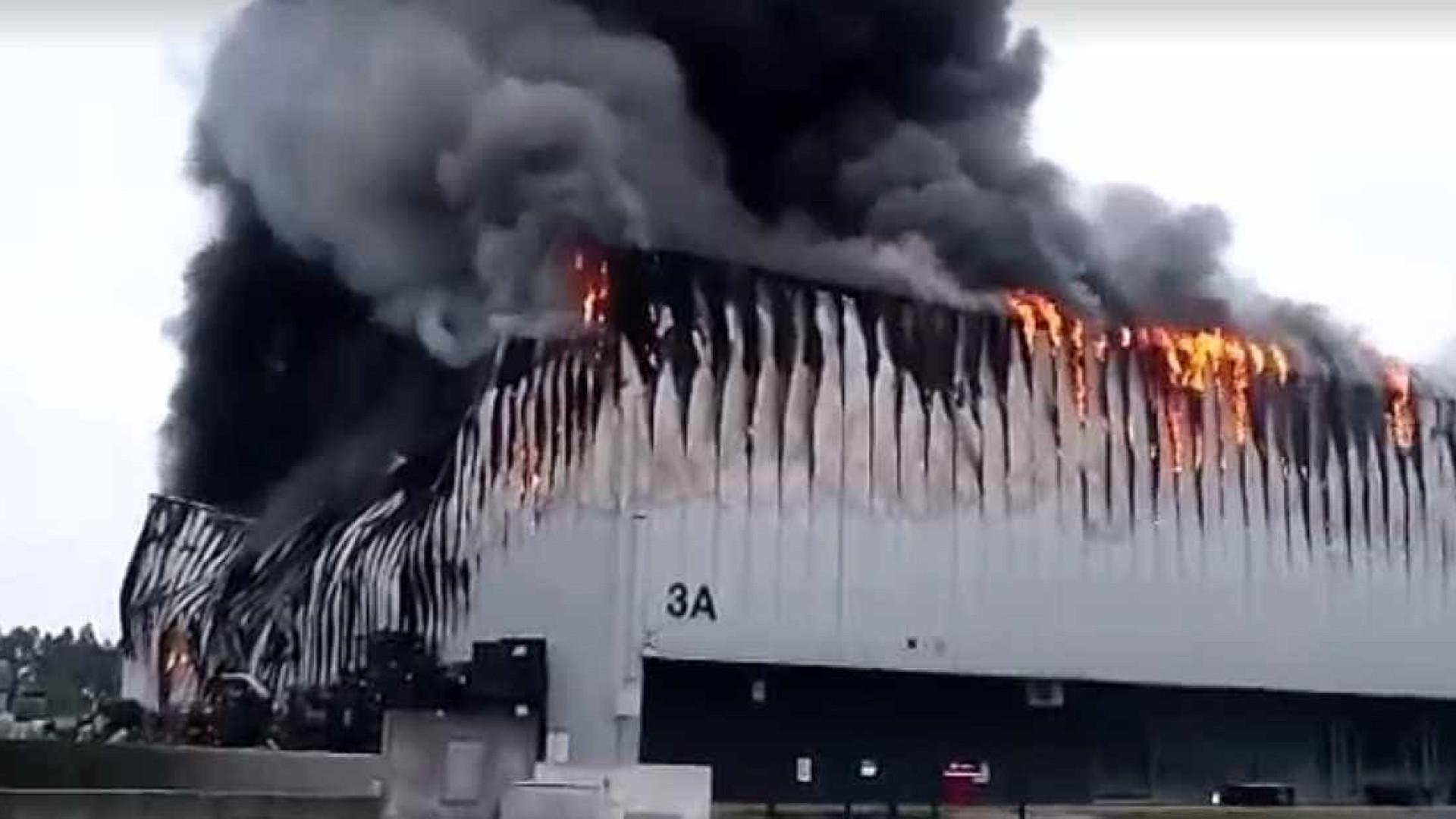 Fogo destrói um dos edifícios da fábrica da Nexx