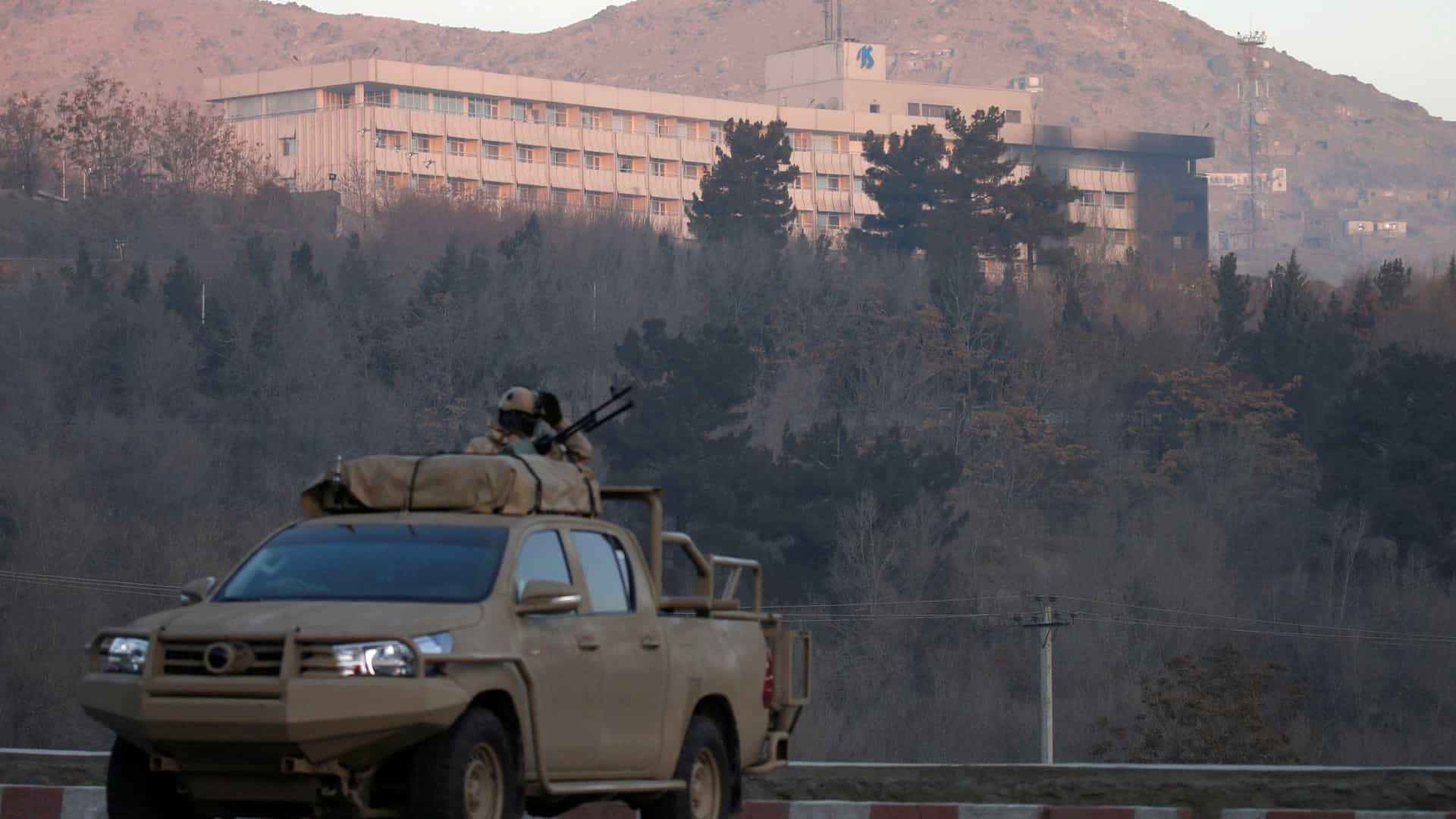 Cabul: Talibãs reivindicam ataque a hotel. Seis mortos, um é estrangeiro