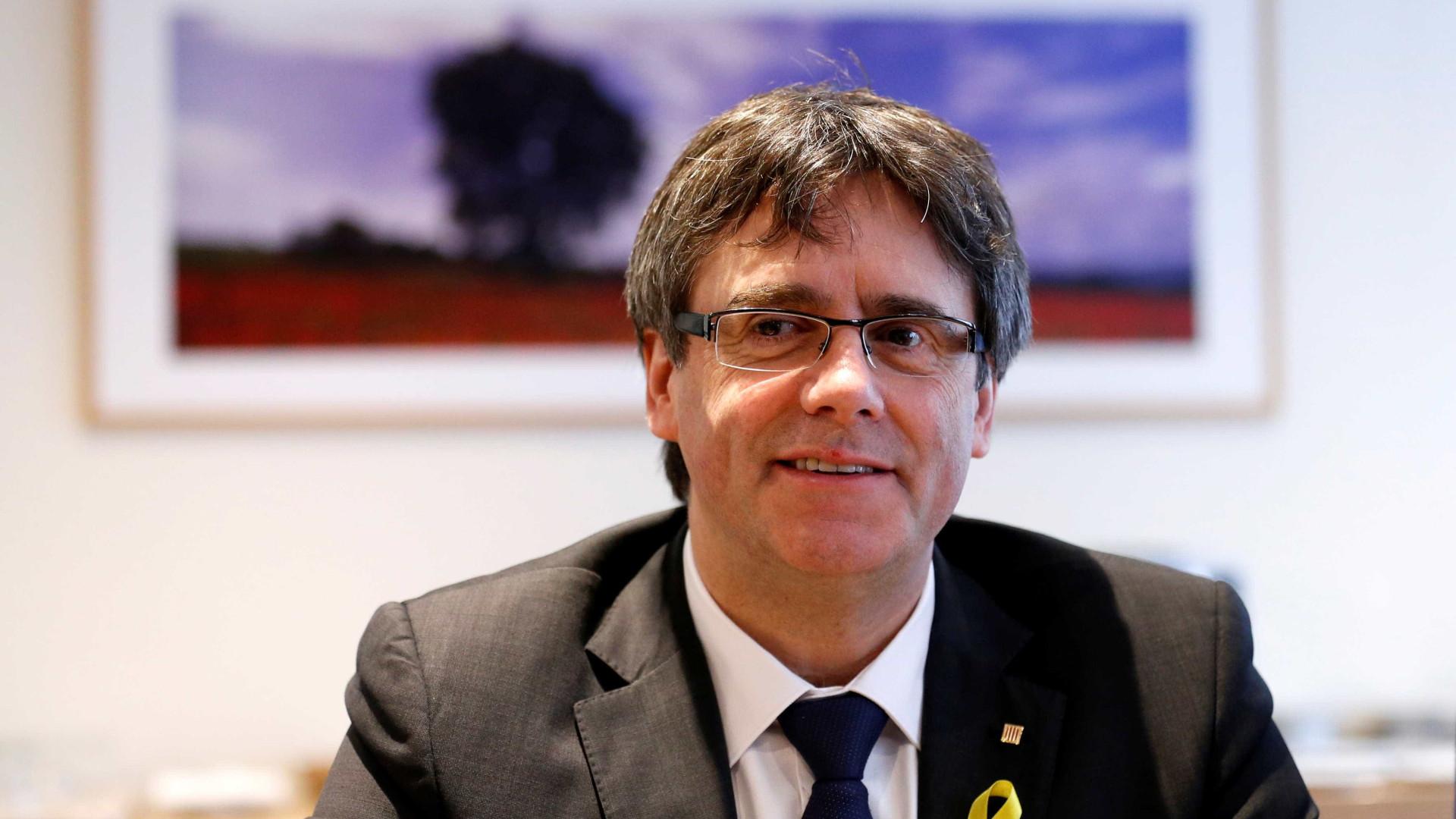 """Puigdemont diz que continua a ser """"o presidente legítimo"""" da Catalunha"""