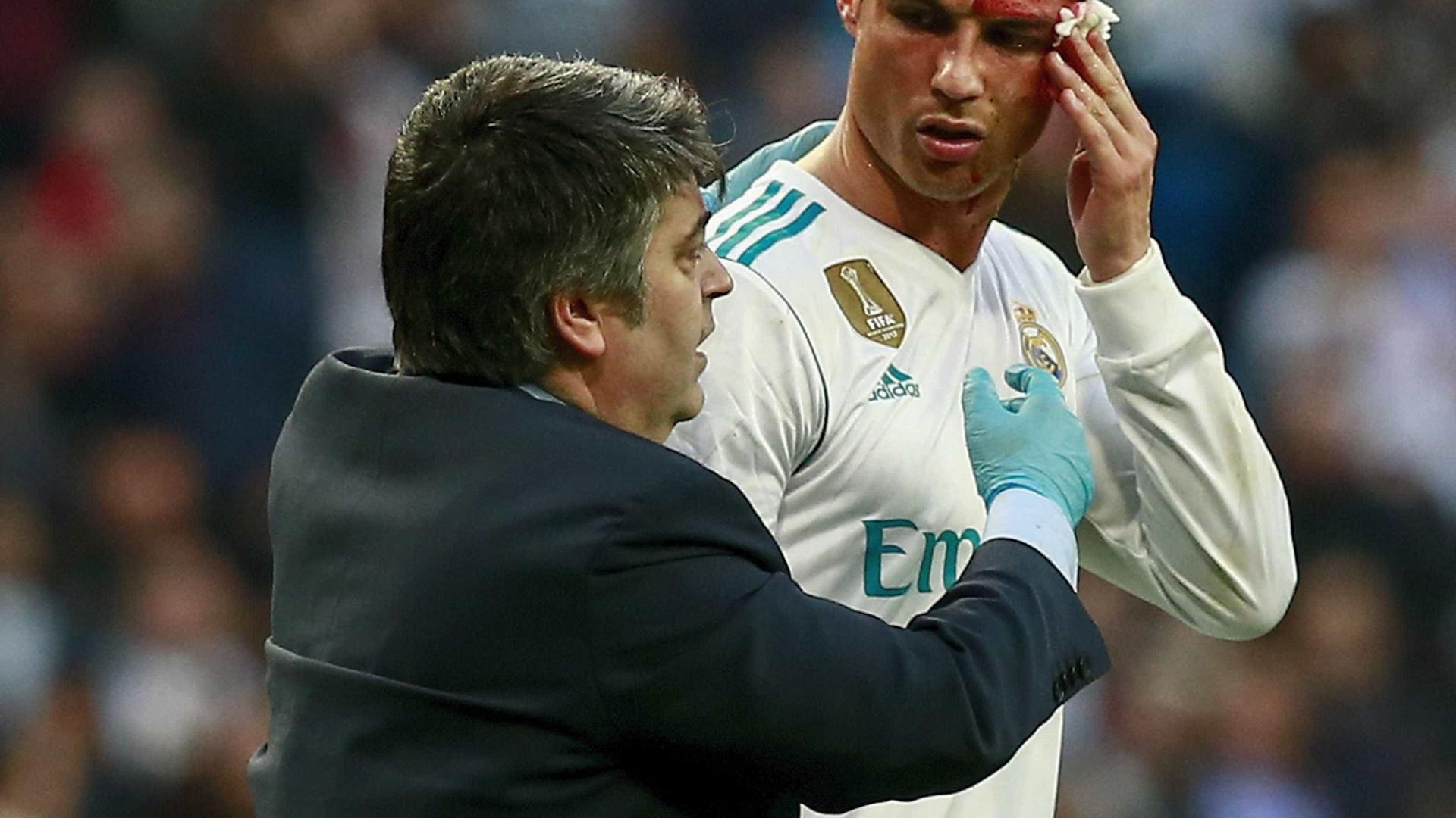 """Zidane defende CR7: """"Pegou no telemóvel para ver se podia continuar"""""""