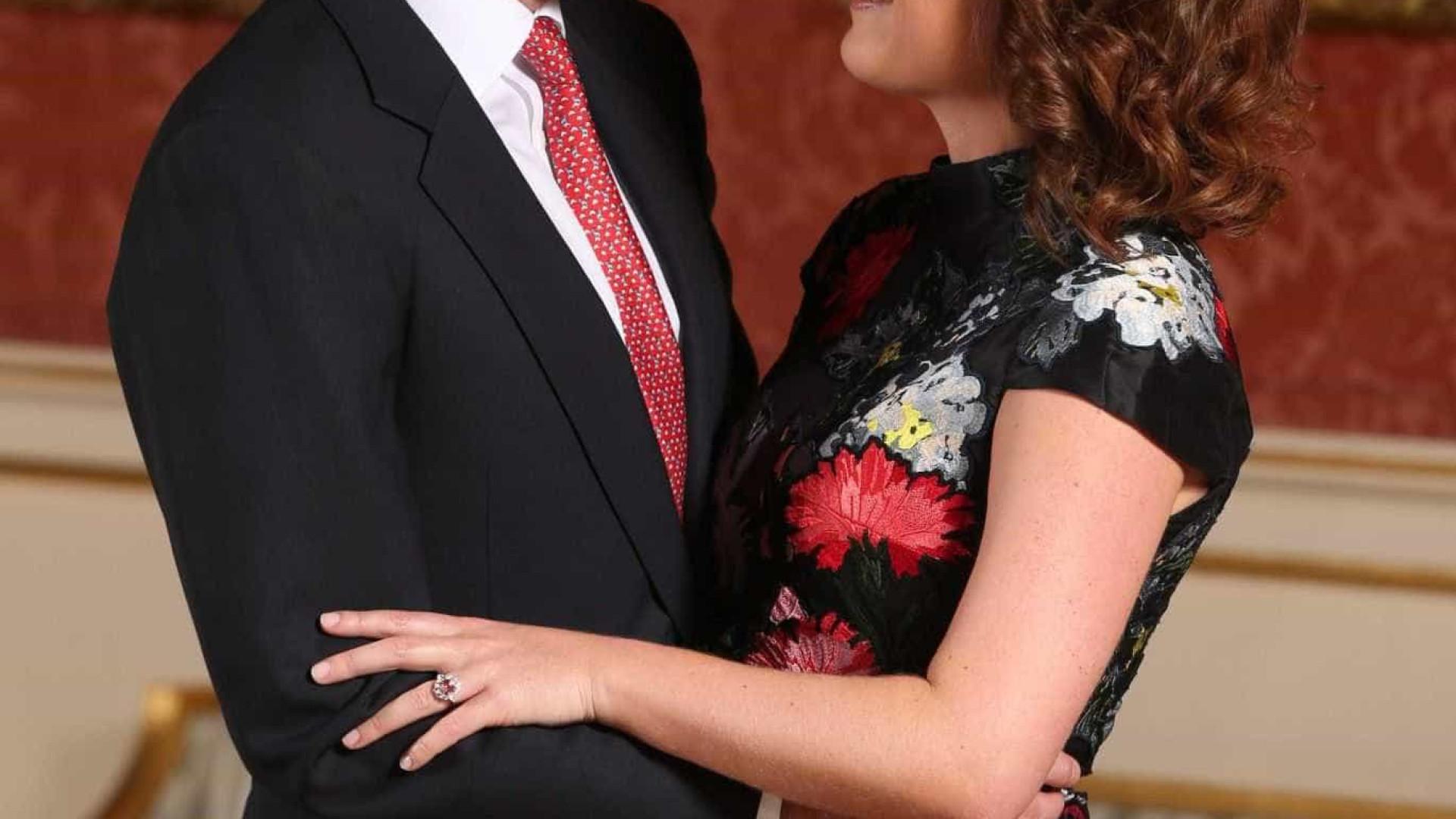 Imprensa destaca semelhanças de anel de noivado de Eugenie com o da mãe