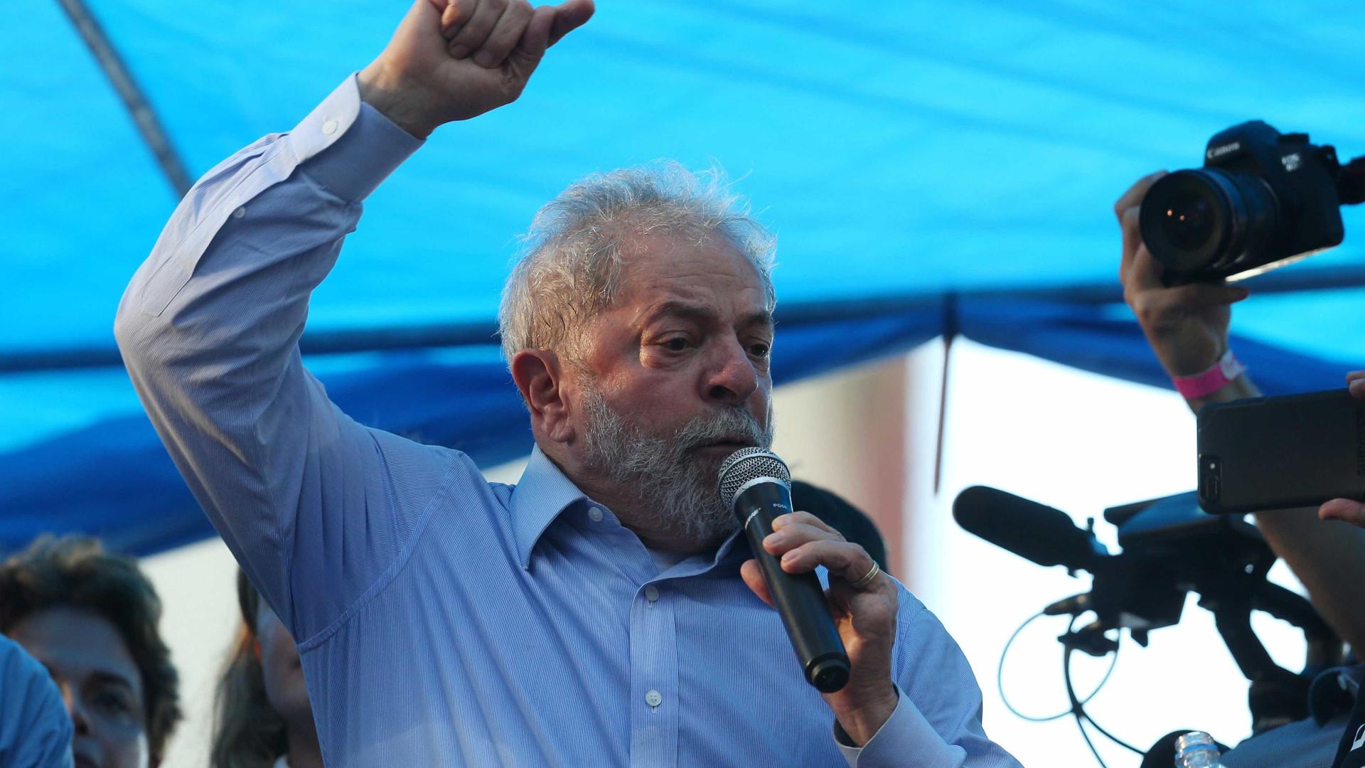 Lula está preso e à frente nas sondagens para as presidenciais