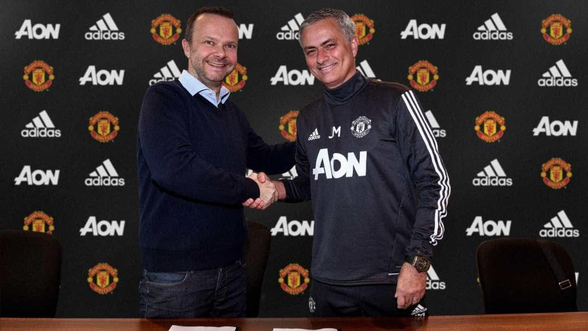 José Mourinho renova com o Manchester United até 2020