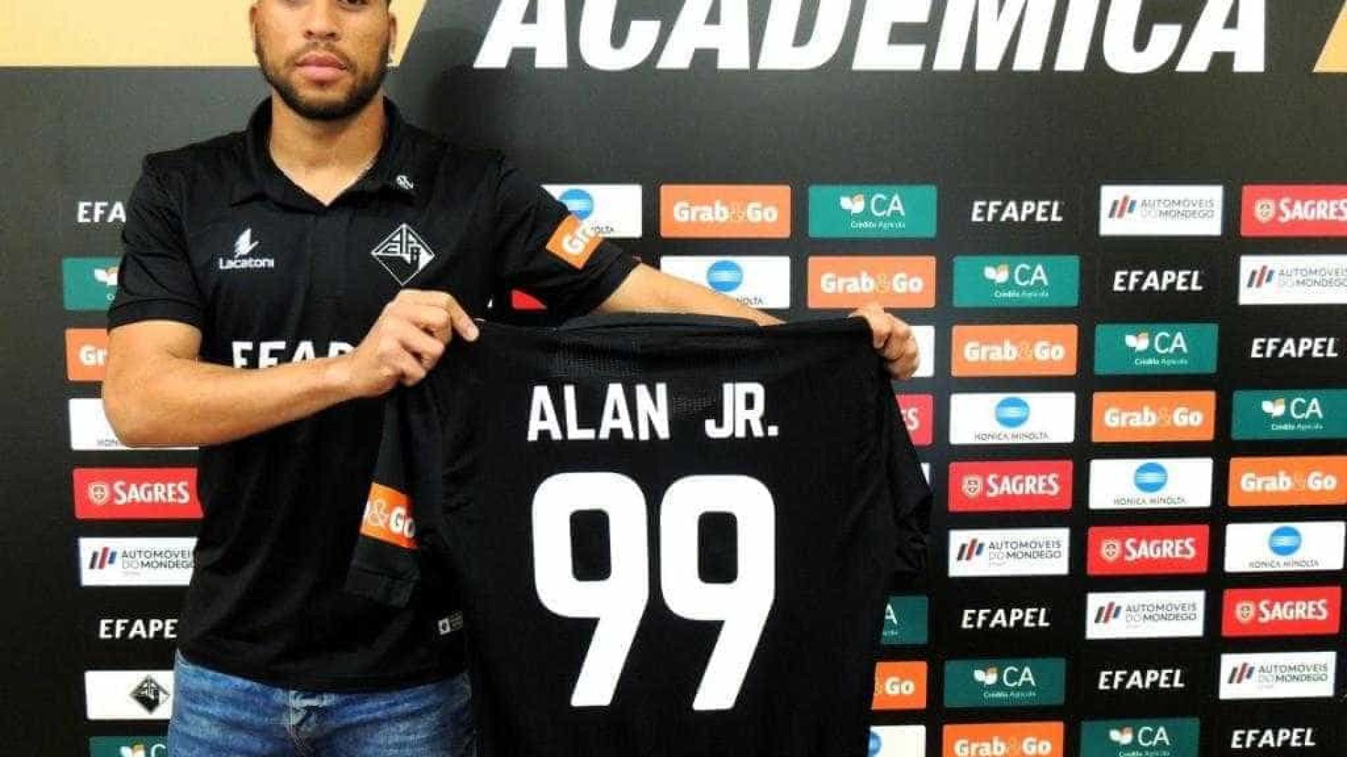 Benfica cede Alan Júnior à Académica — OFICIAL
