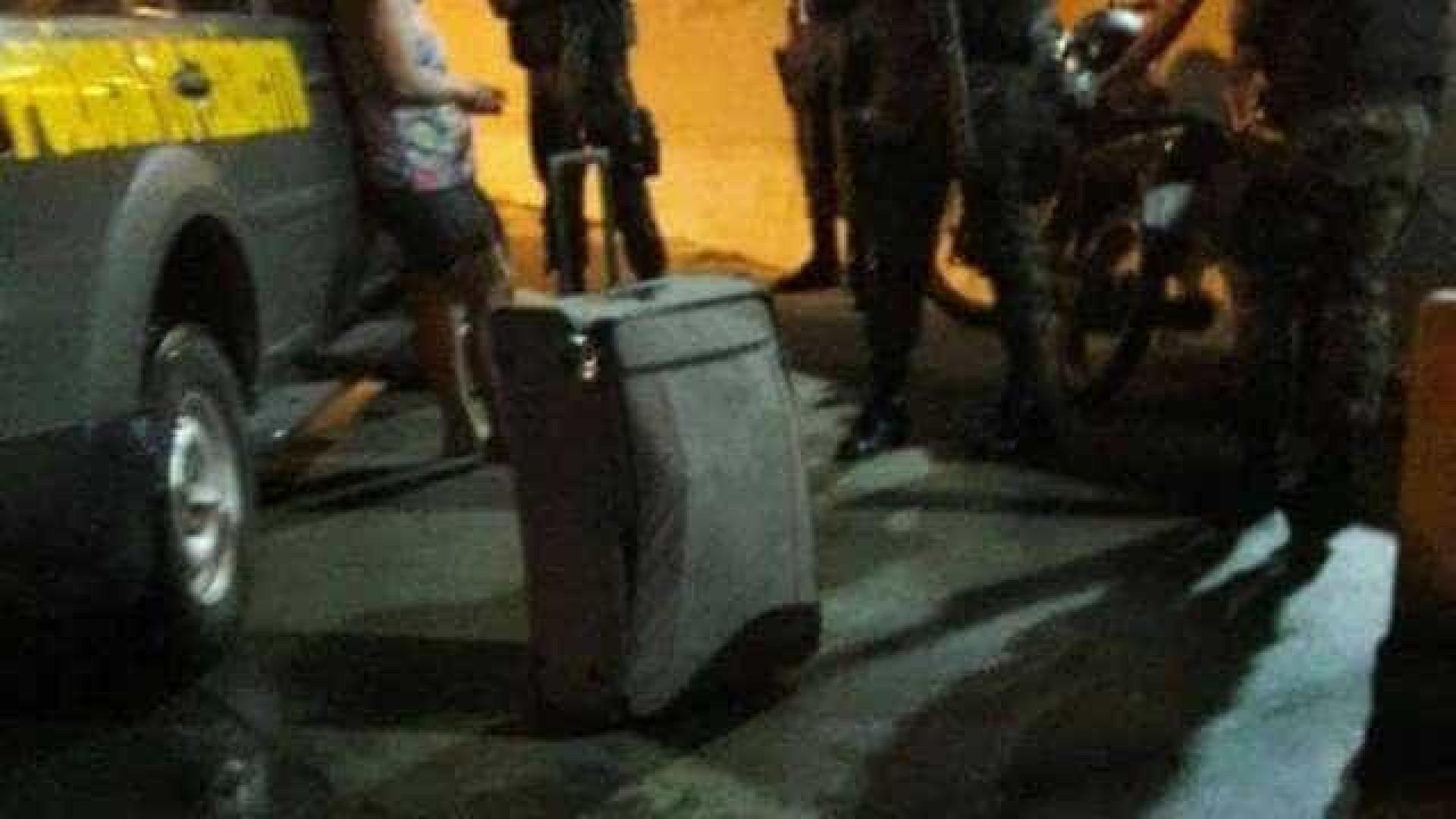 Mulher confessa que estrangulou e carregou o corpo do marido em mala