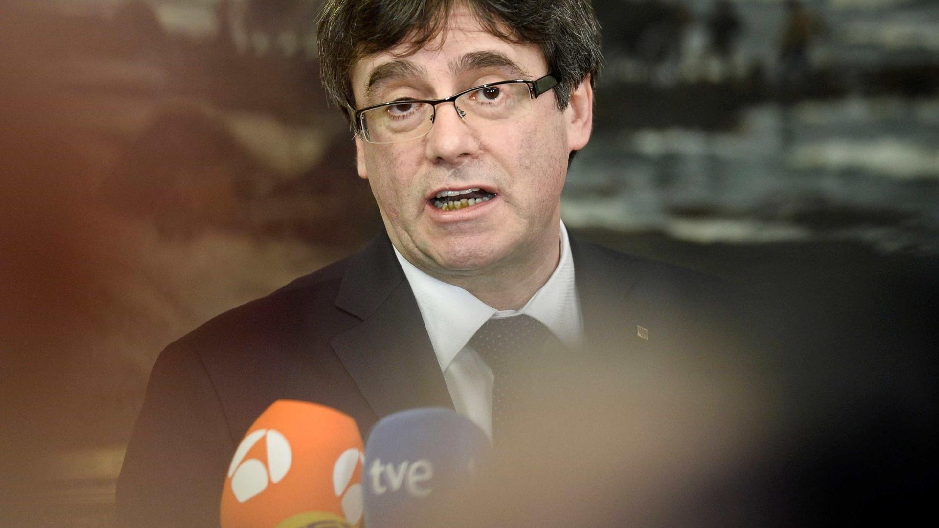 """Puigdemont lamenta adiamento e diz que """"não existe outro candidato"""""""