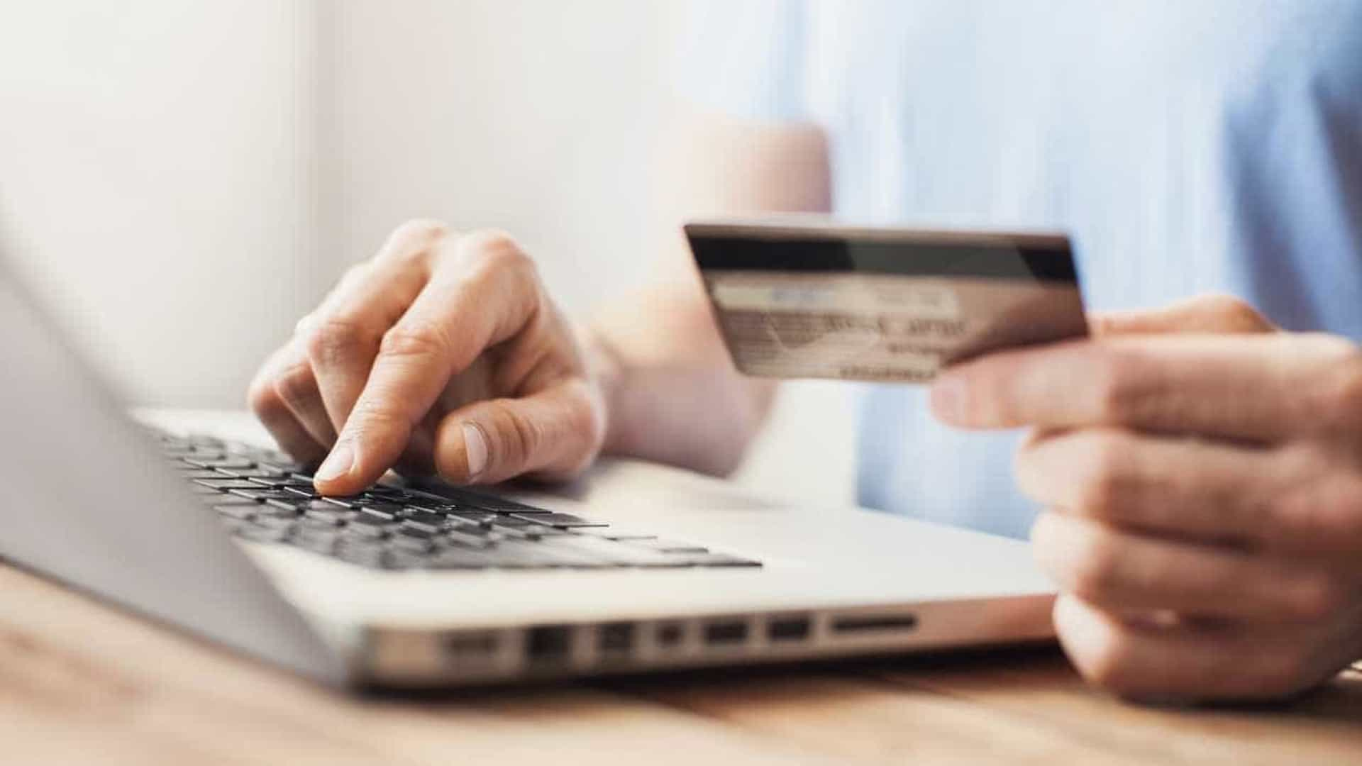 Tome nota destas cinco despesas que não deve pagar com cartão de crédito