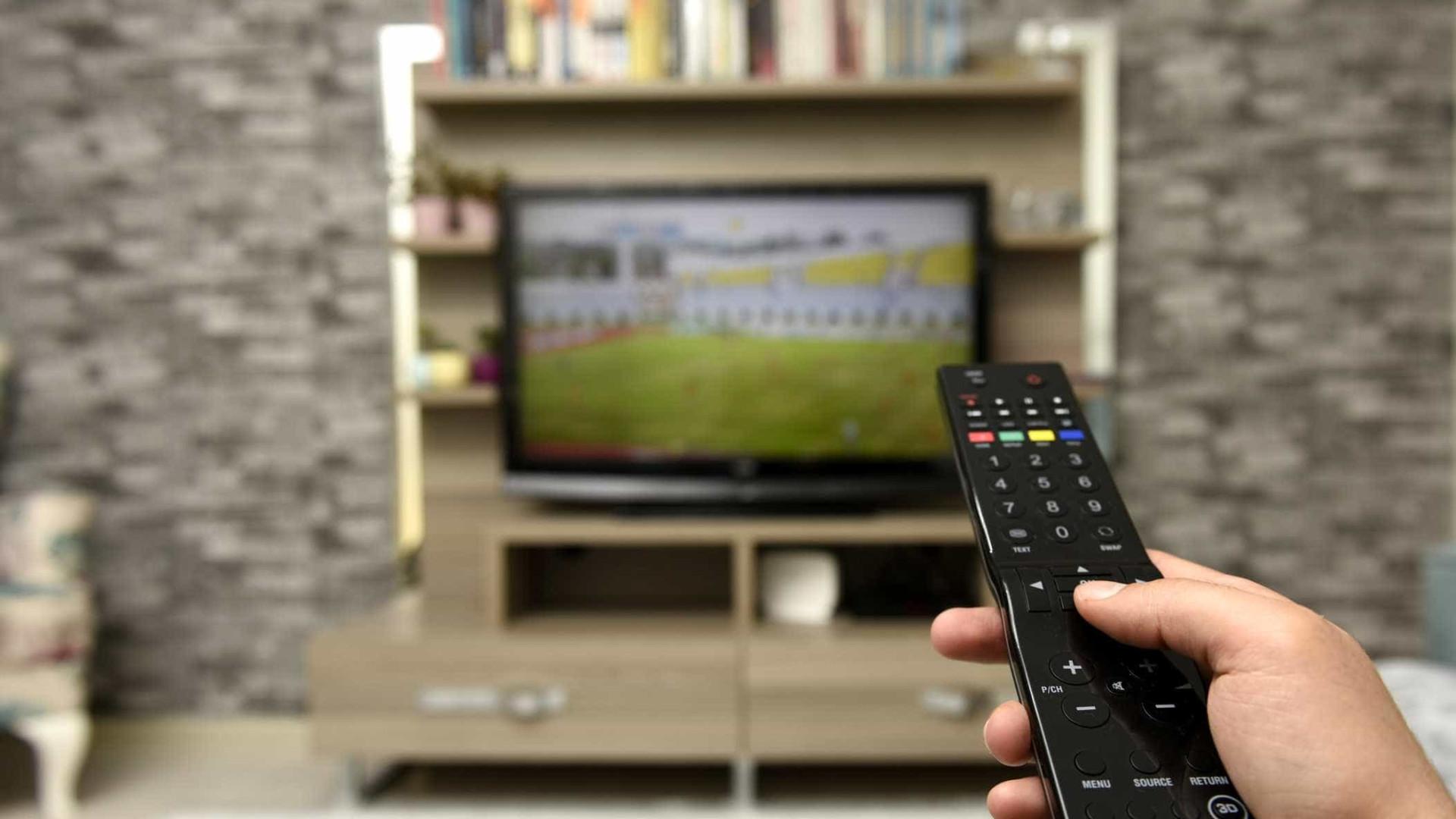 Smart TV consomem mais energia do que o anunciado, alerta a DECO
