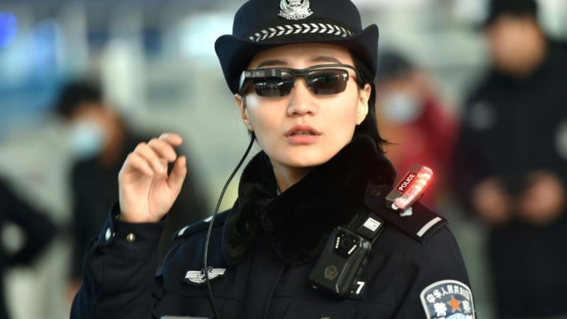Óculos de reconhecimento facial serão mais usados pela polícia na China