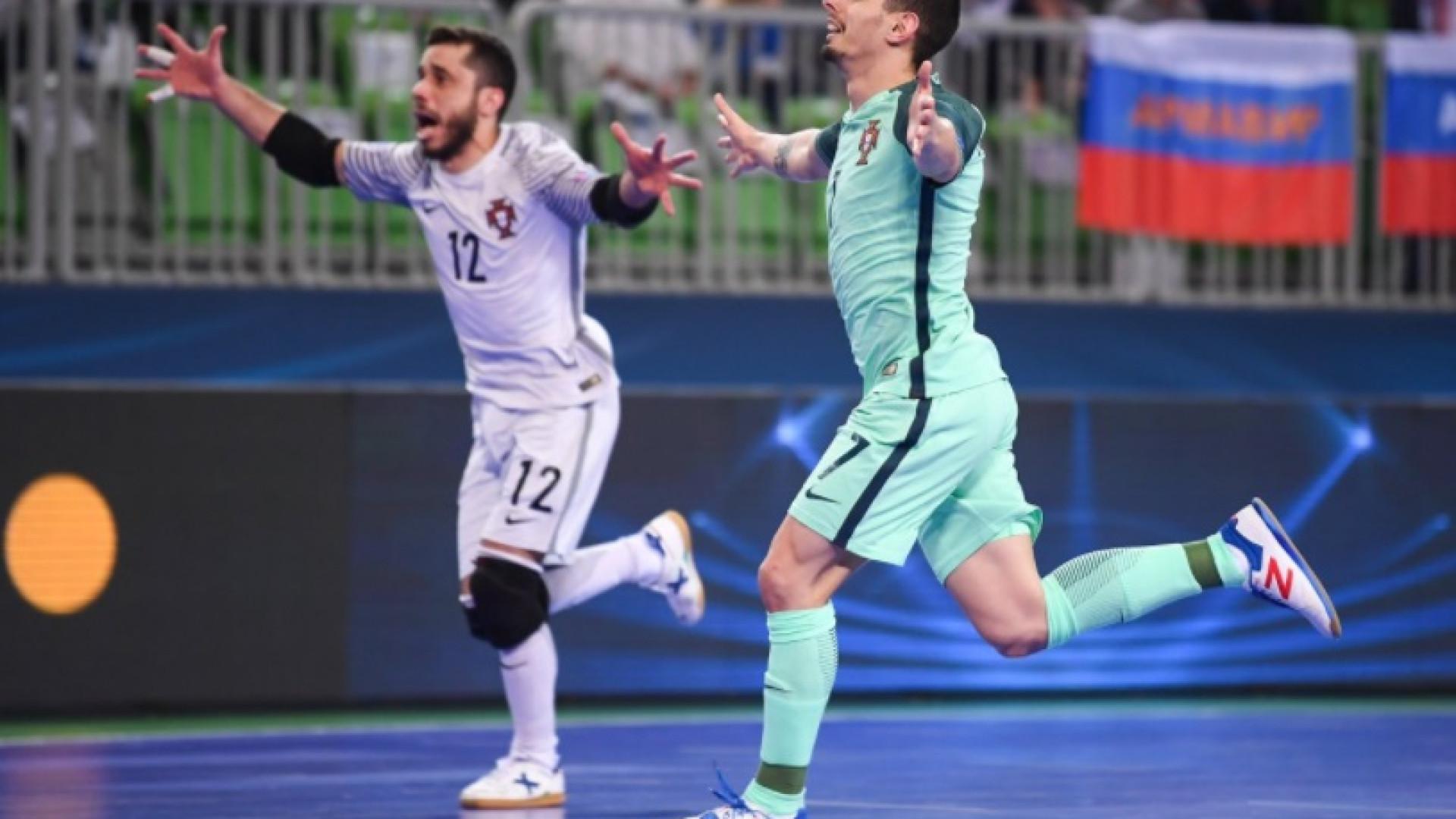 Portugal tenta entrar na história — Futsal