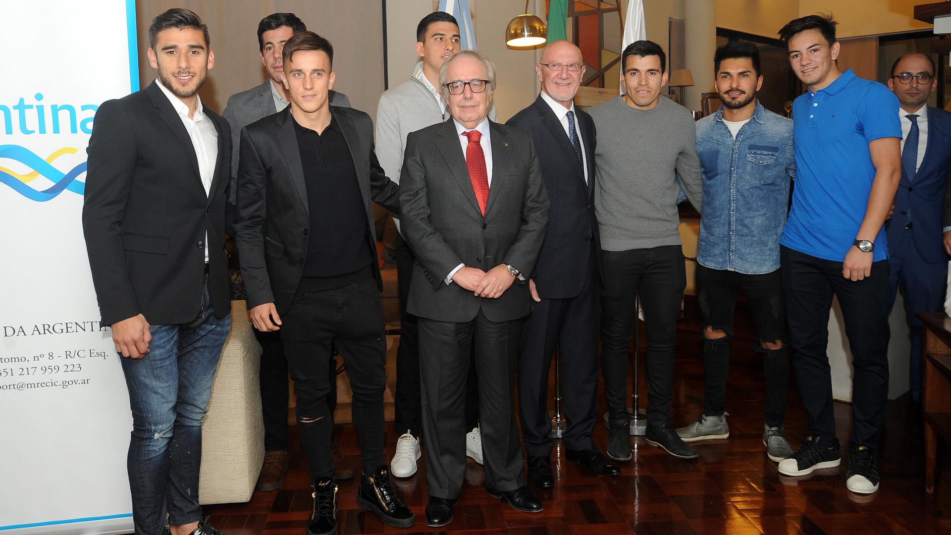 O exemplo de fair-play dado pelos argentinos de Benfica e Sporting