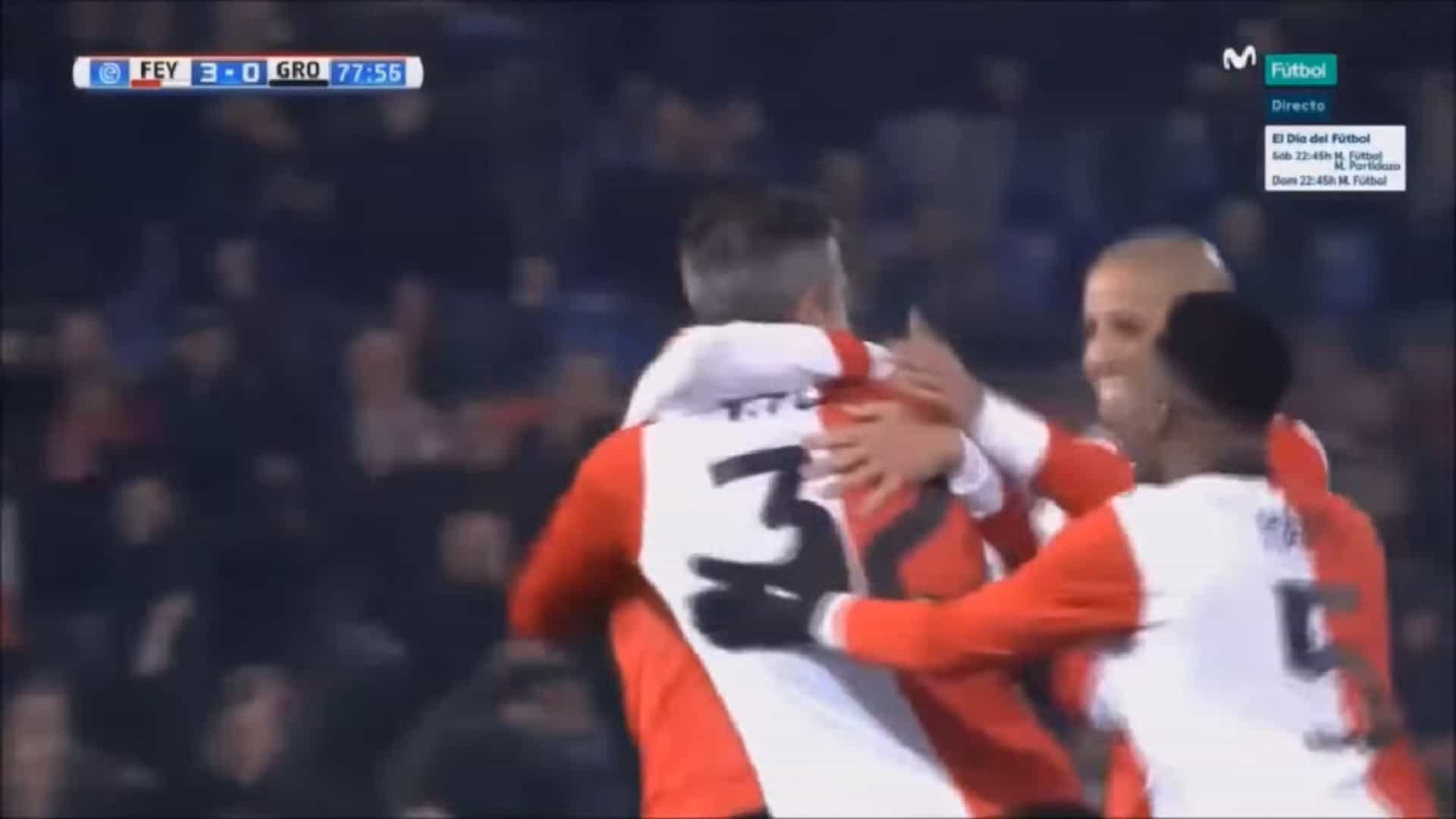 Ao fim de 14 anos, Van Persie voltou a marcar pelo Feyenoord. E que golo