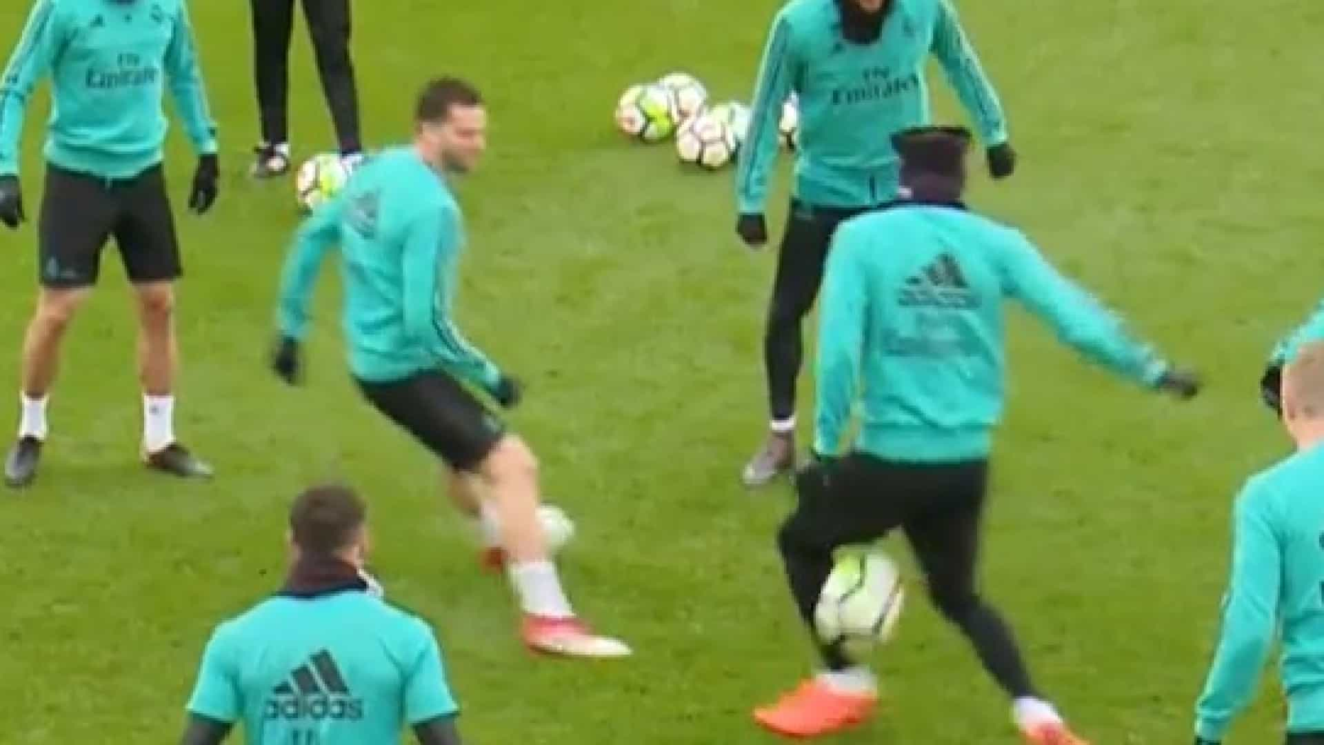 Theo é a nova 'vítima' no treino do Real Madrid