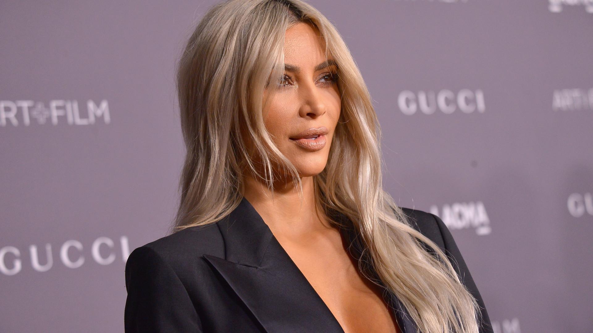 Kim Kardashian reúne-se com colegas do secundário