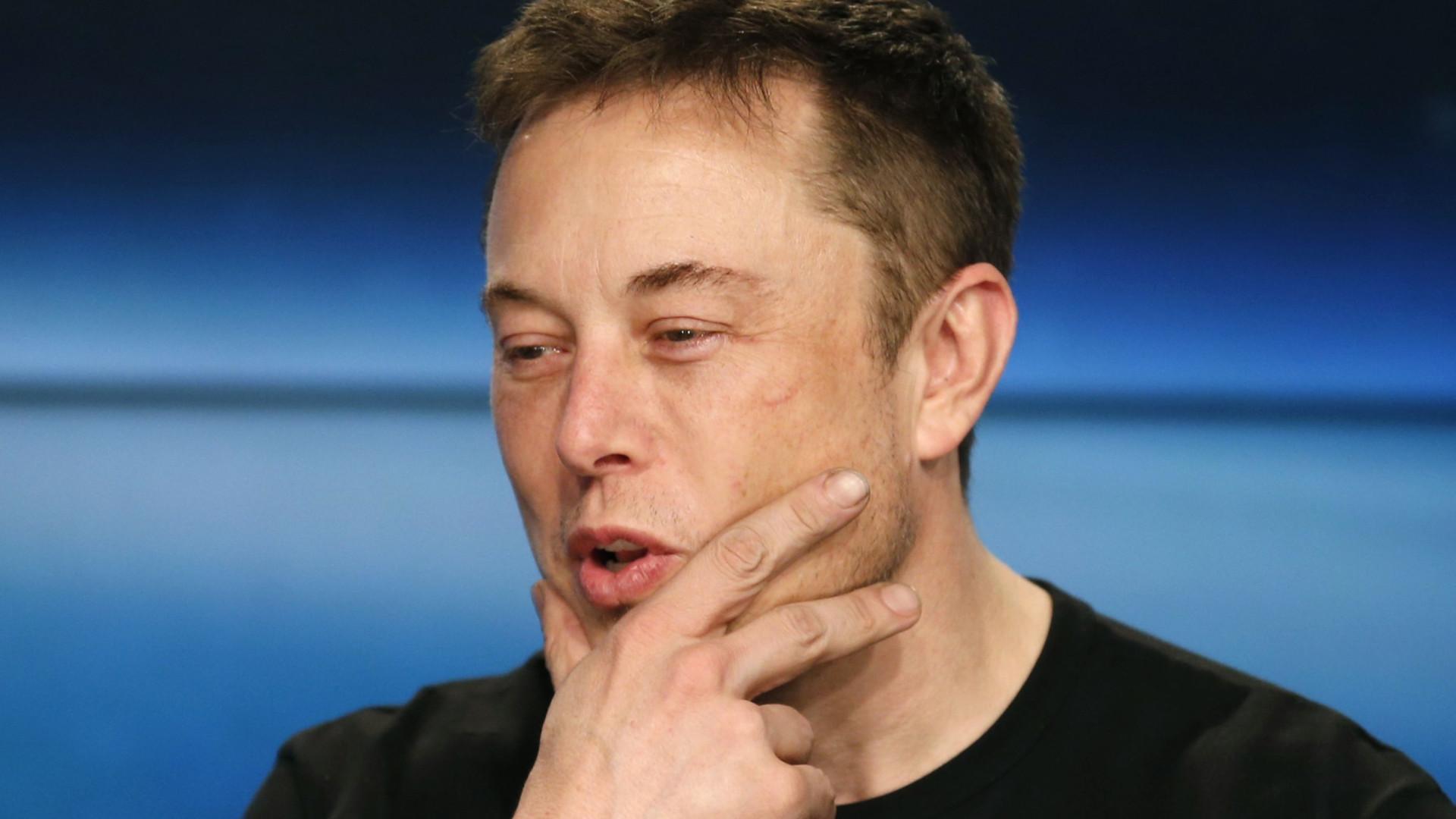 Elon Musk entra em nova aposta… e pode vir a comer um chapéu