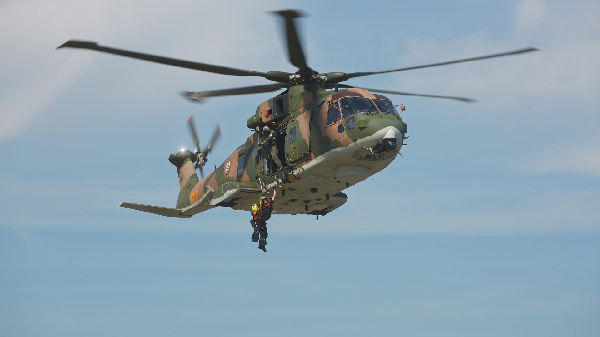 Homem cai de falésia em Sesimbra. Força Aérea chamada a intervir