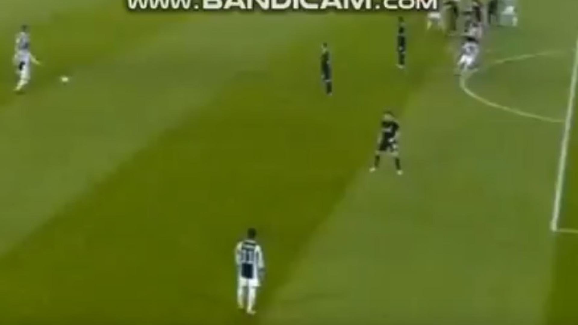 Livre marcado, cruzamento para Higuaín e Juventus na frente do marcador