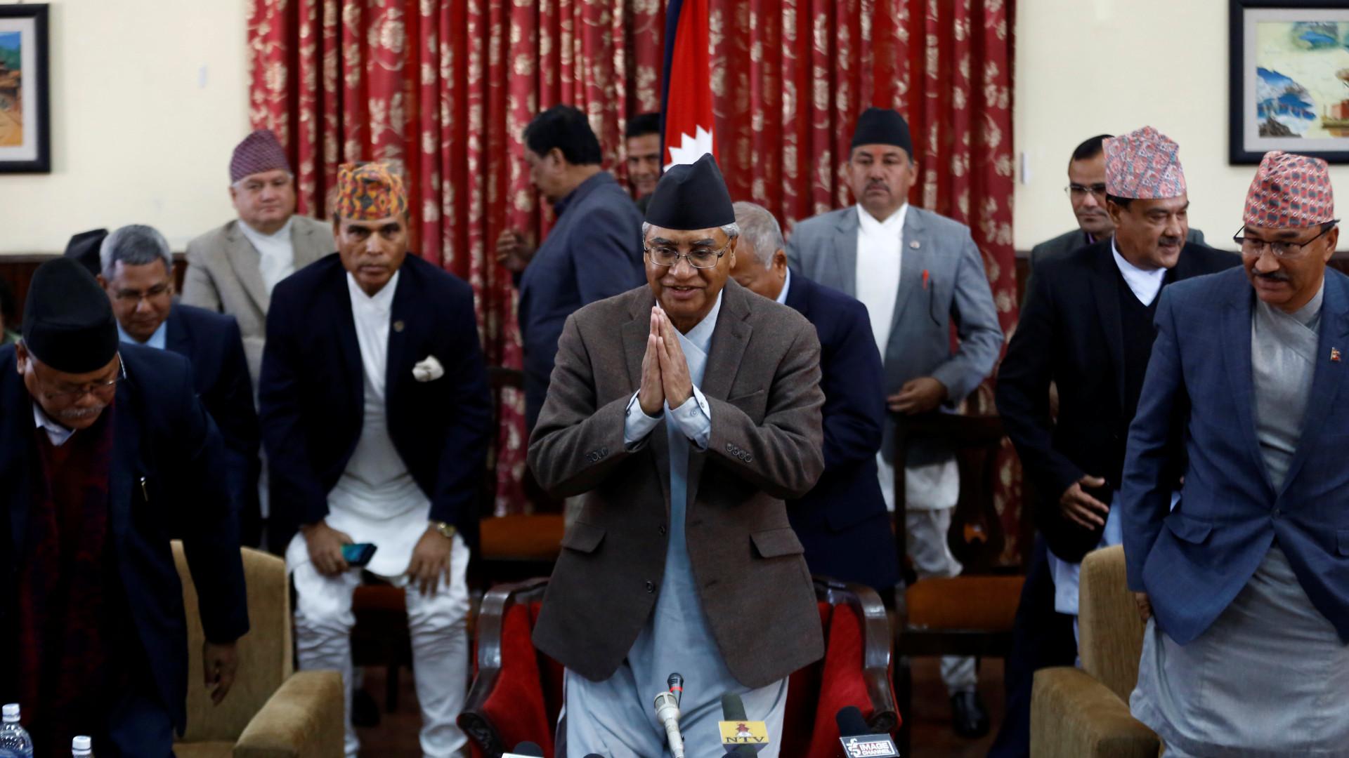 Primeiro-ministro nepalês renunciou ao cargo