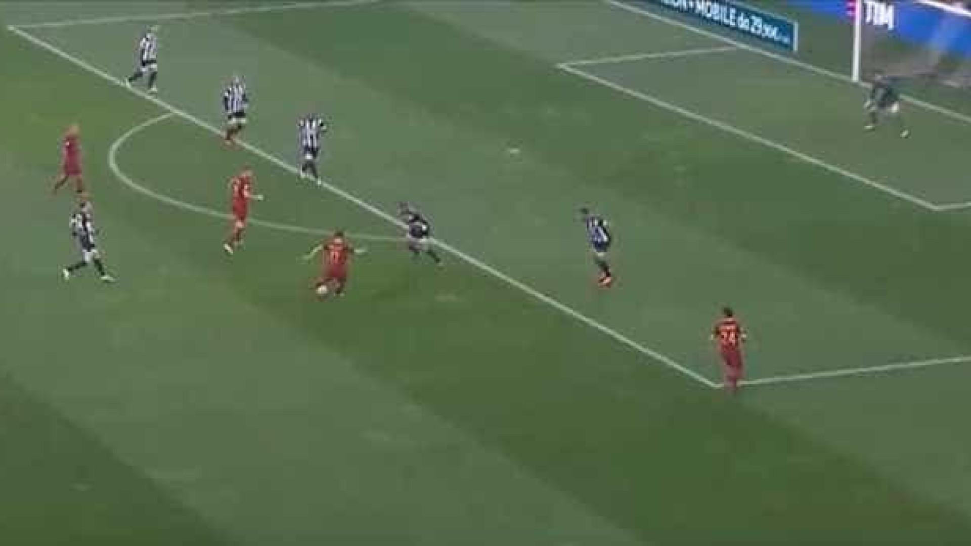 AS Roma abriu marcador frente à Udinese com bomba do meio da rua