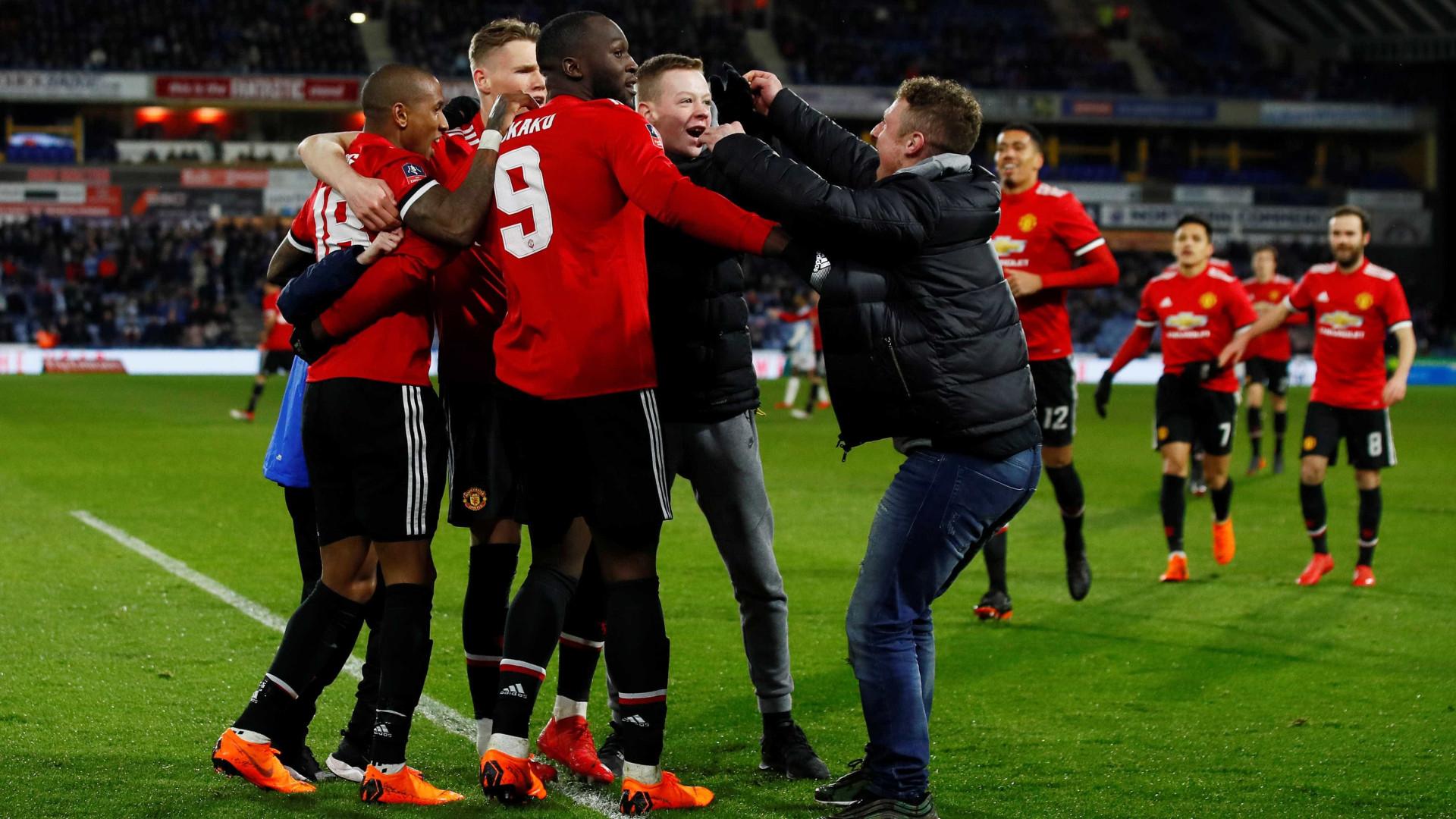 Golos de Lukaku colocam Manchester United nos 'quartos' da Taça