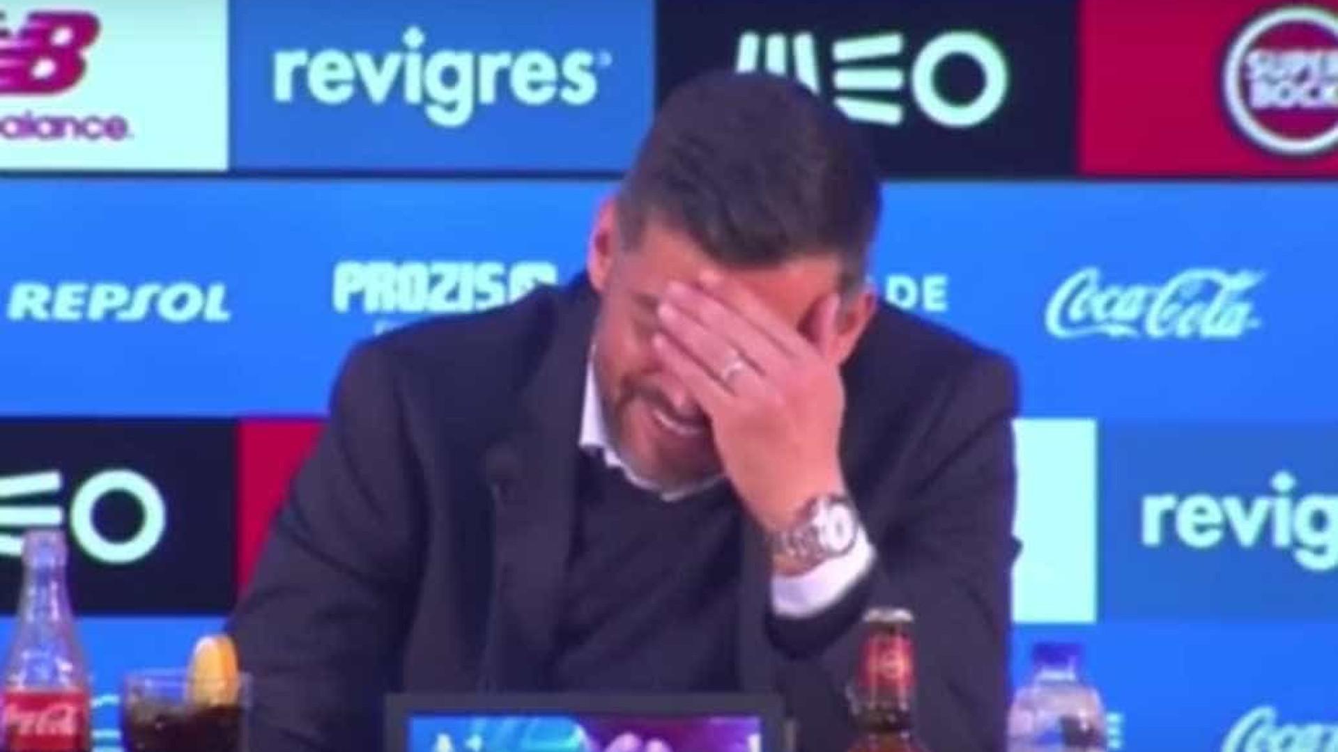Hino do FC Porto começa a tocar e Conceição não aguenta o riso