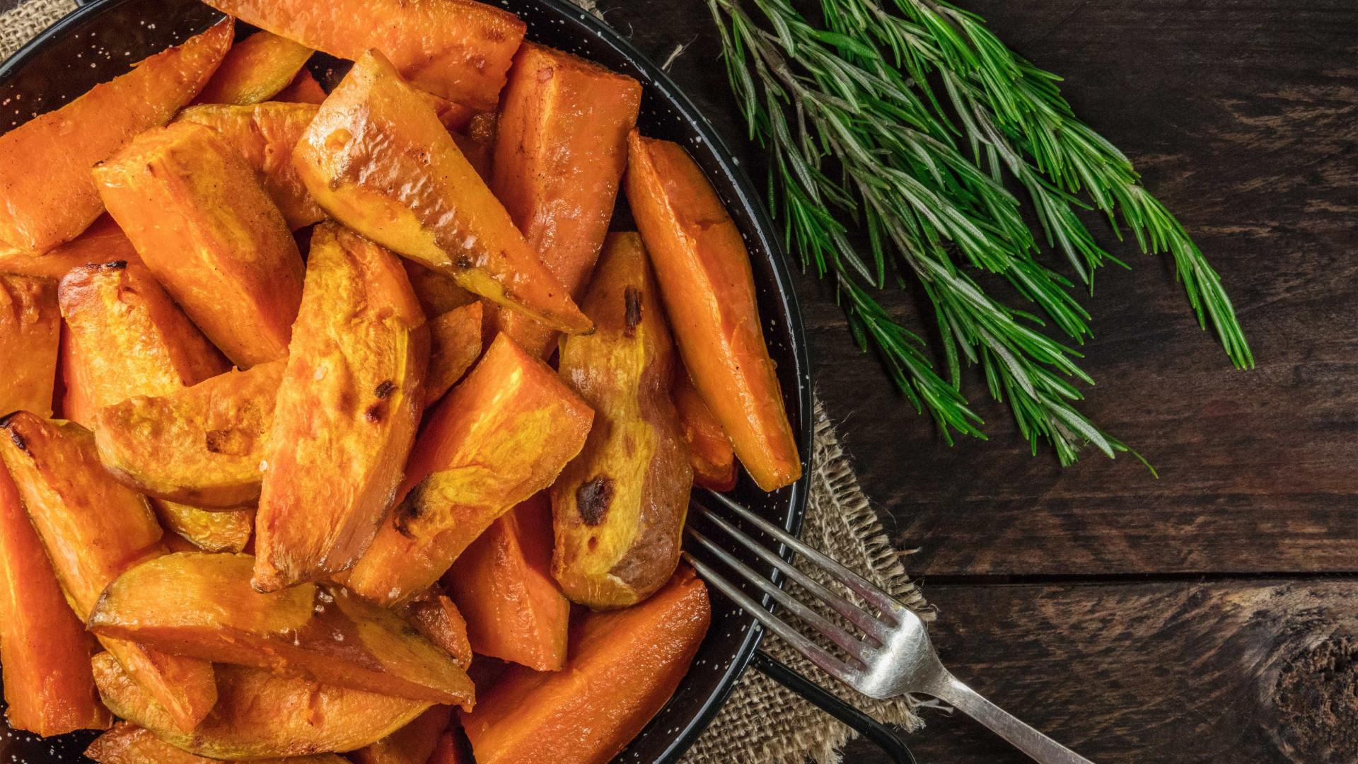 Dicas de cozinha: como assar batatas no forno na perfeição