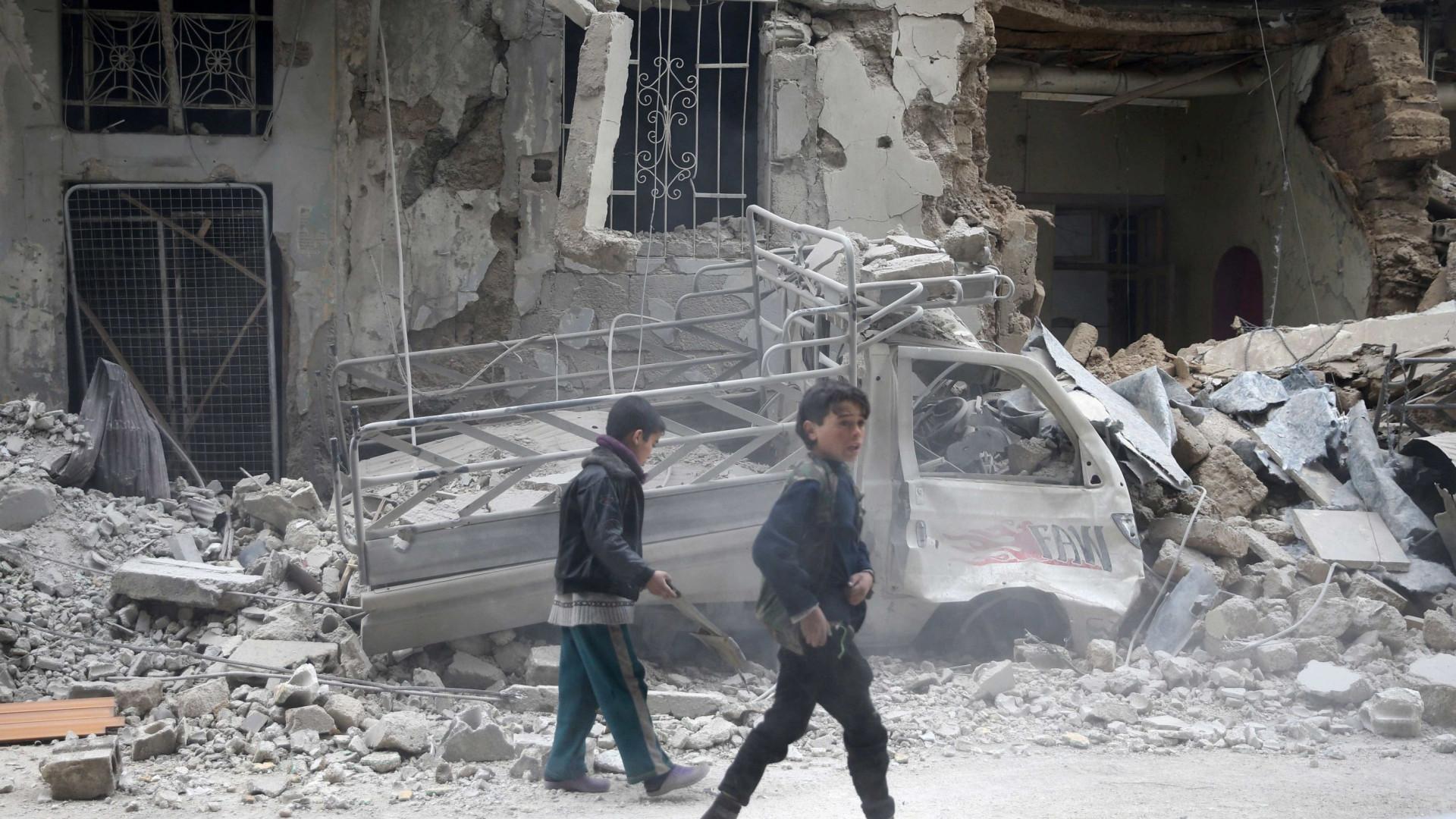 Turquia instala rebeldes de Ghouta no enclave curdo de Afrine