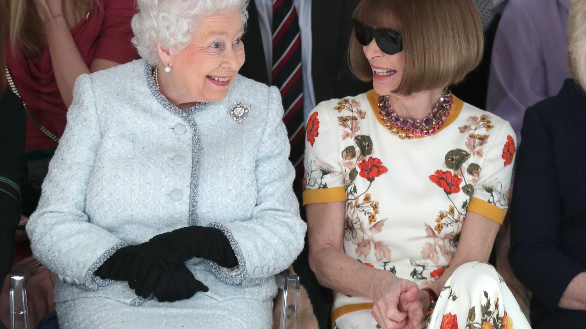 Aos 91, Rainha Elizabeth foi ao primeiro desfile de moda — Fofura