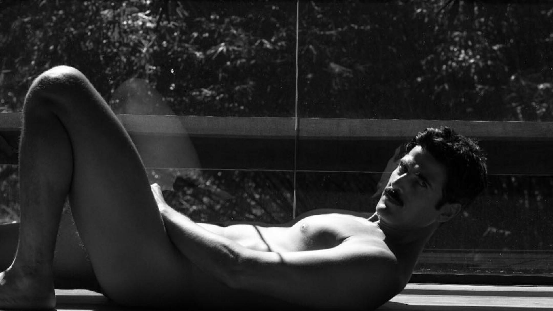 Reynaldo Gianecchini posa nu e sem retoques para projeto fotográfico