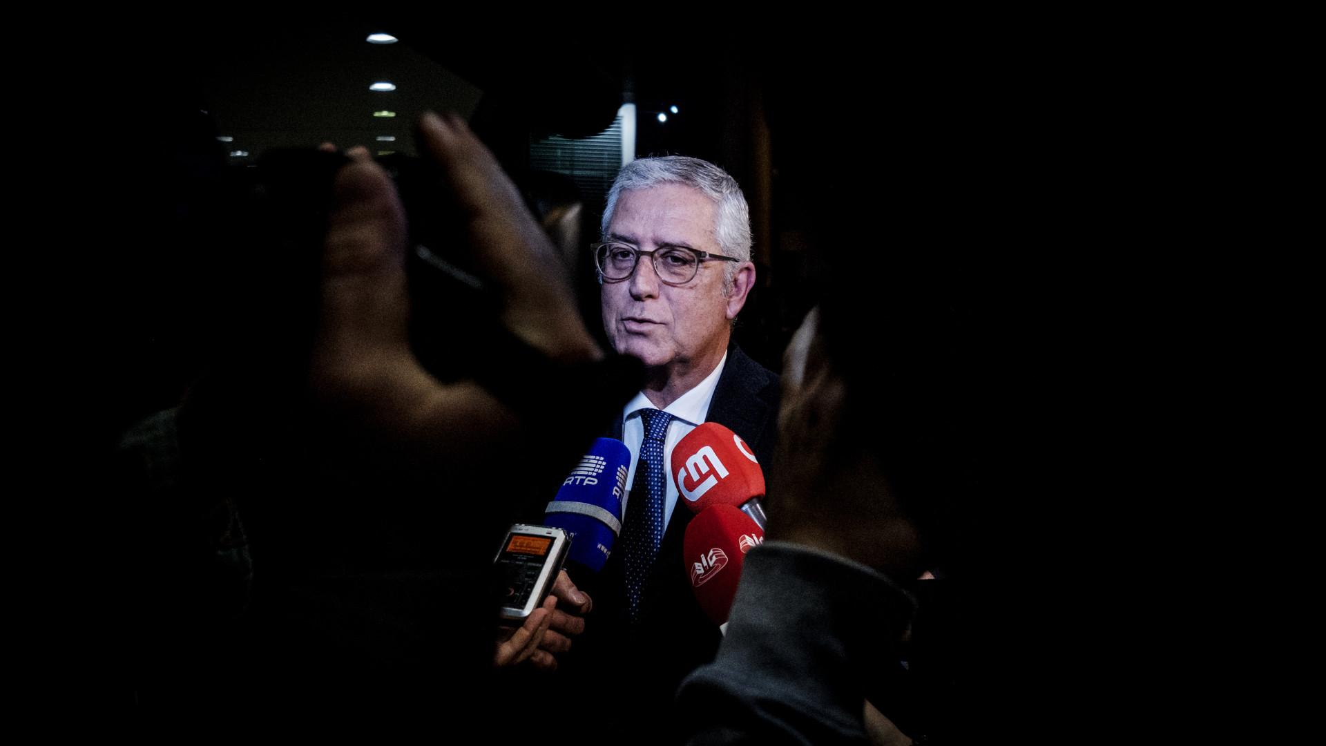 Líder parlamentar do PSD admite revisão constitucional