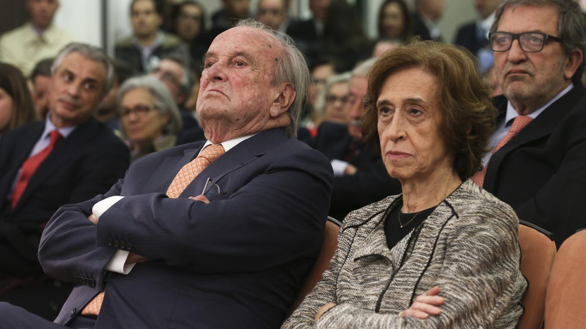 Ferreira Leite acusa Governo e sindicatos de andarem a fingir negociações