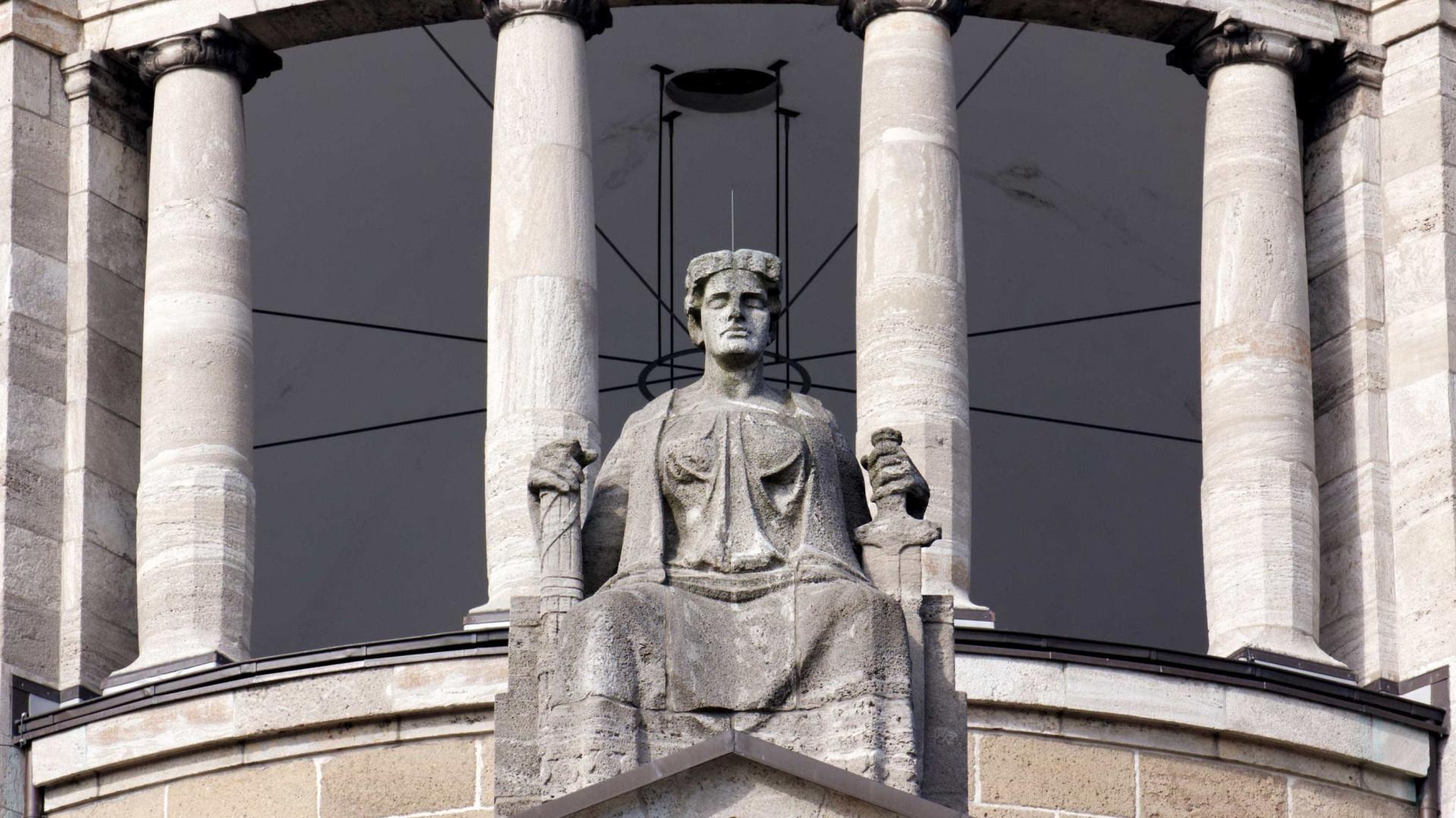Tribunal condena única sobrevivente de grupo neonazi a prisão perpétua
