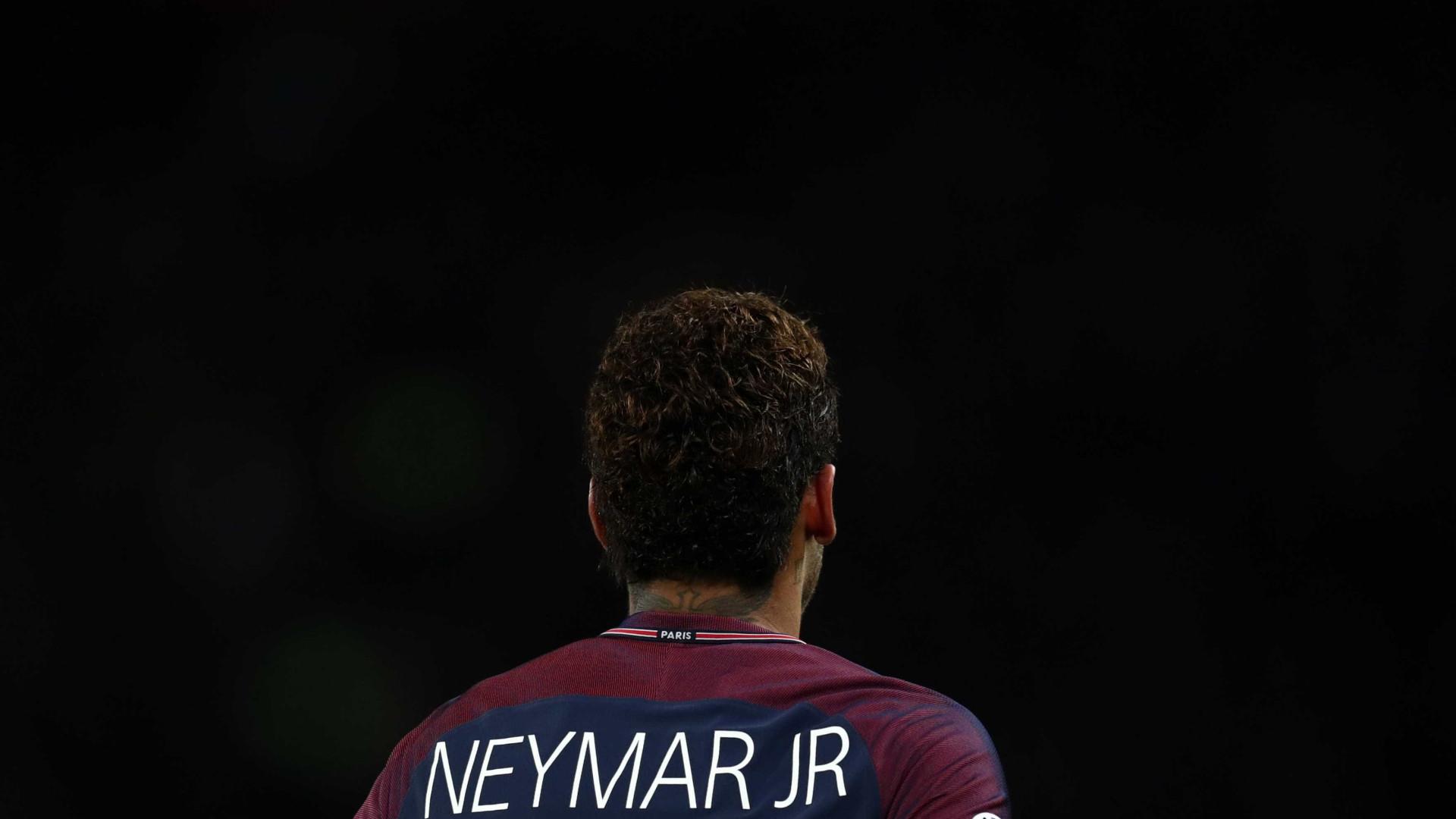 """Neymar arrasado por Dugarry: """"Só olha para o umbigo"""""""