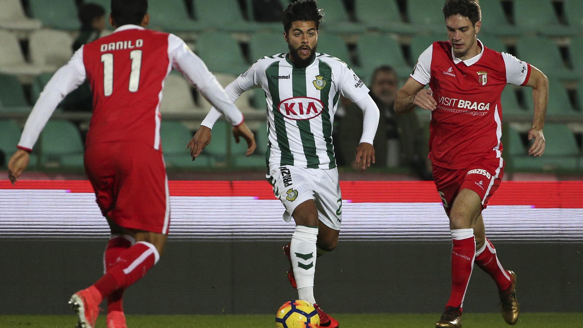 João Amaral assina pelo Benfica, mas fica pouco tempo no Seixal