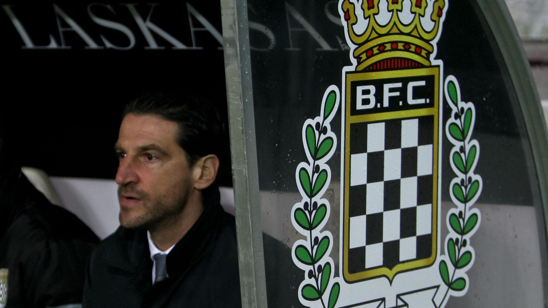 Jorge Simão renova contrato com o Boavista
