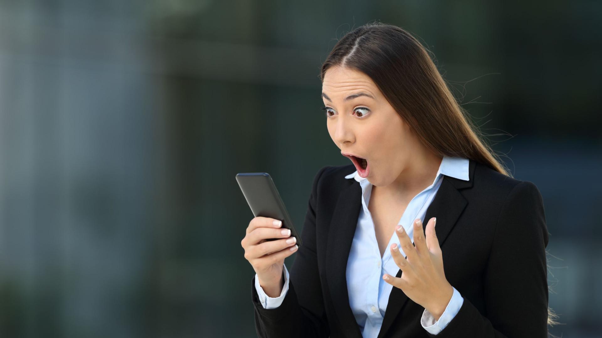 Uso do telemóvel pode aumentar rugas no pescoço e duplo-queixo