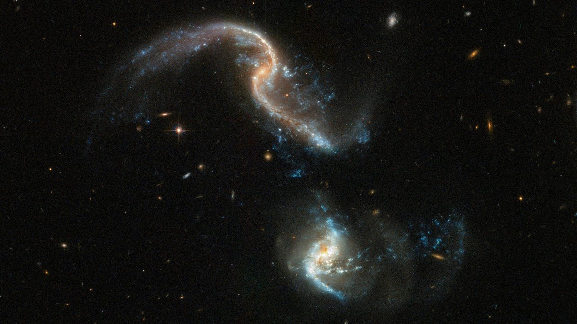 Telescópio Hubble captou fotografia impressionante de duas galáxias