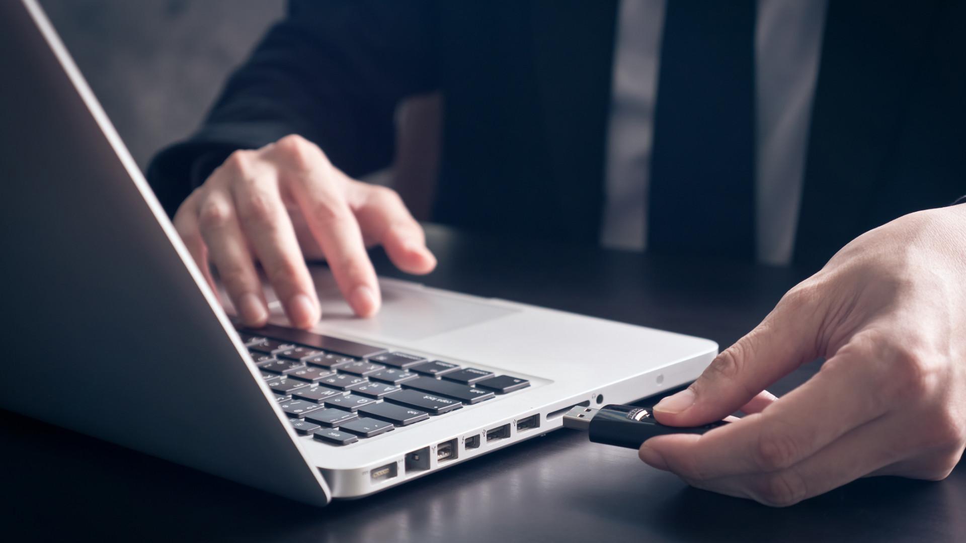 Tira a pen USB sem avisar? Pode querer mudar este hábito